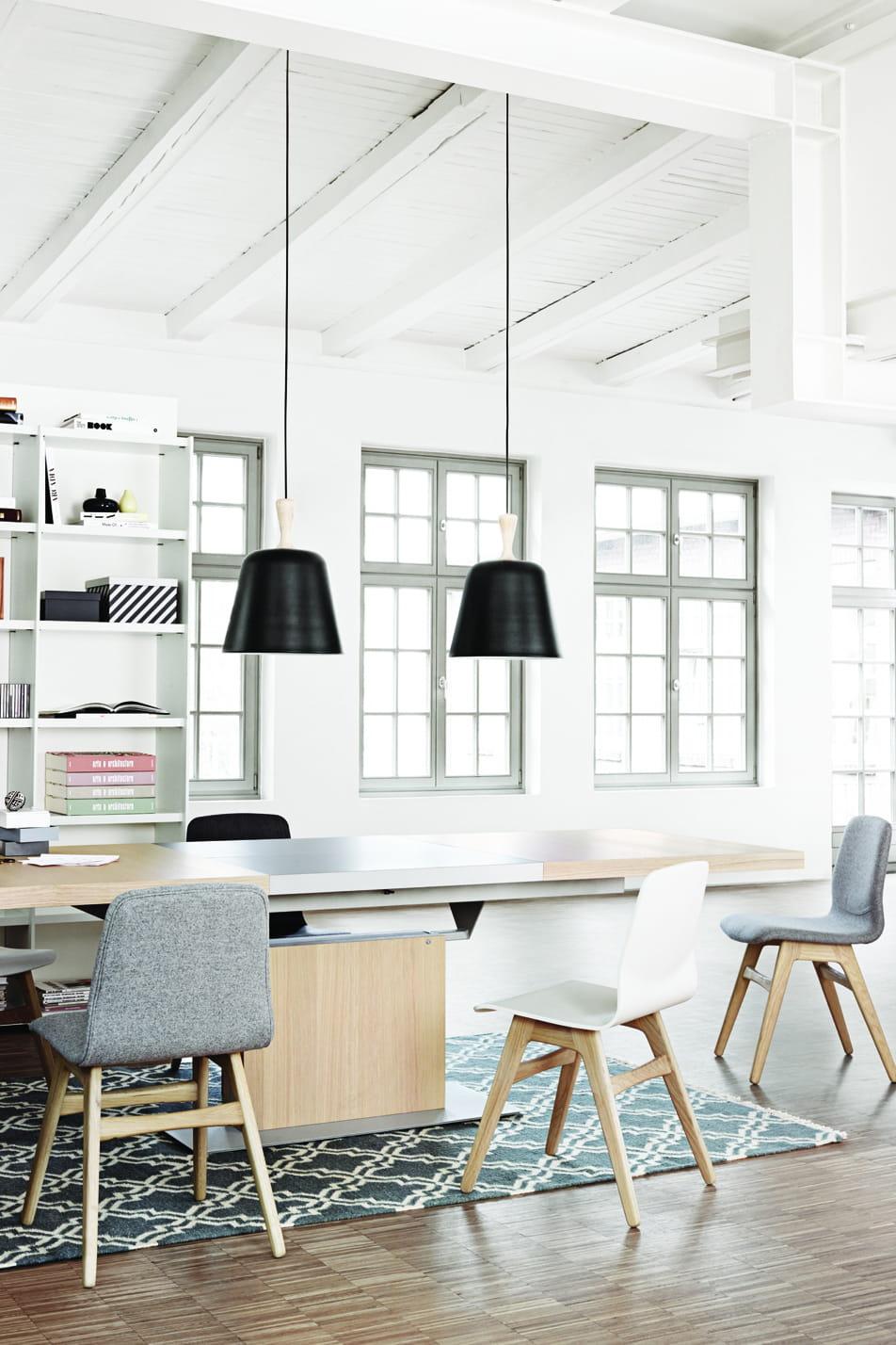 suspension handle en m tal noir de boconcept quelle suspension au dessus de la table manger. Black Bedroom Furniture Sets. Home Design Ideas