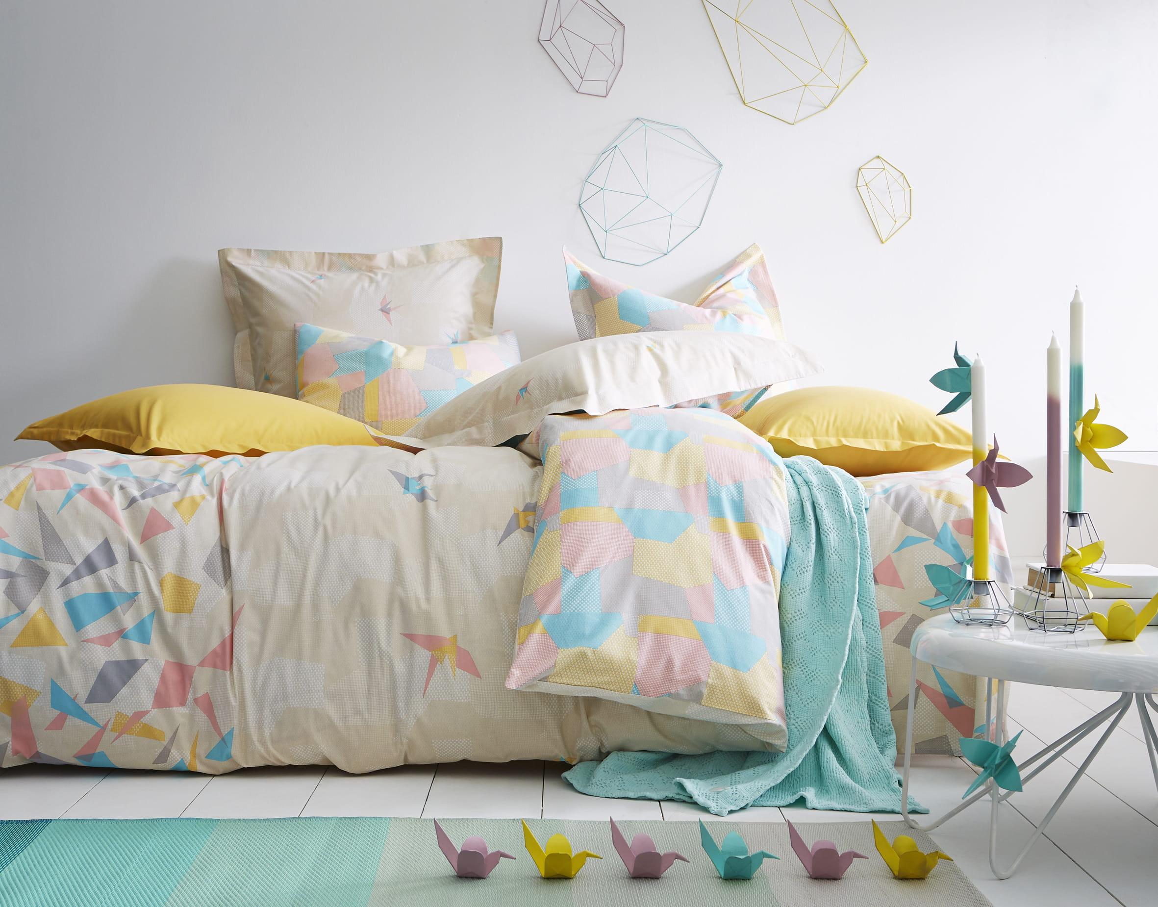 linge de lit origami d 39 essix home linge de lit a sent le printemps journal des femmes. Black Bedroom Furniture Sets. Home Design Ideas