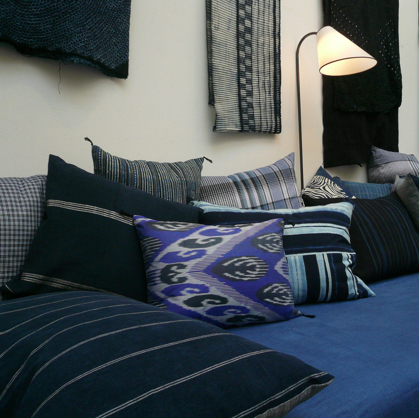 coussin indigo de caravane cap sur la d co indigo. Black Bedroom Furniture Sets. Home Design Ideas