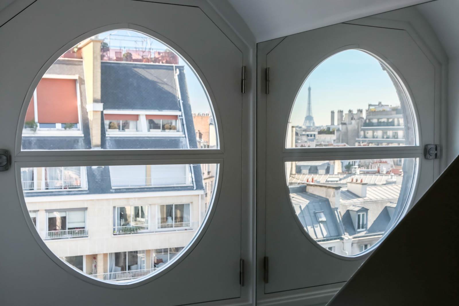 des miroirs pour augmenter la luminosit un studio avec vue boost par sa couleur journal. Black Bedroom Furniture Sets. Home Design Ideas