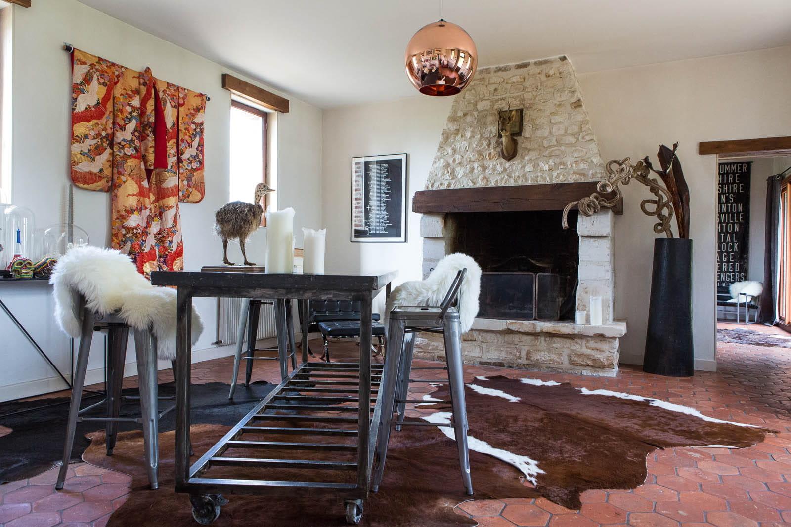 salle manger au kimono d co mix and match dans une ancienne curie journal des femmes. Black Bedroom Furniture Sets. Home Design Ideas