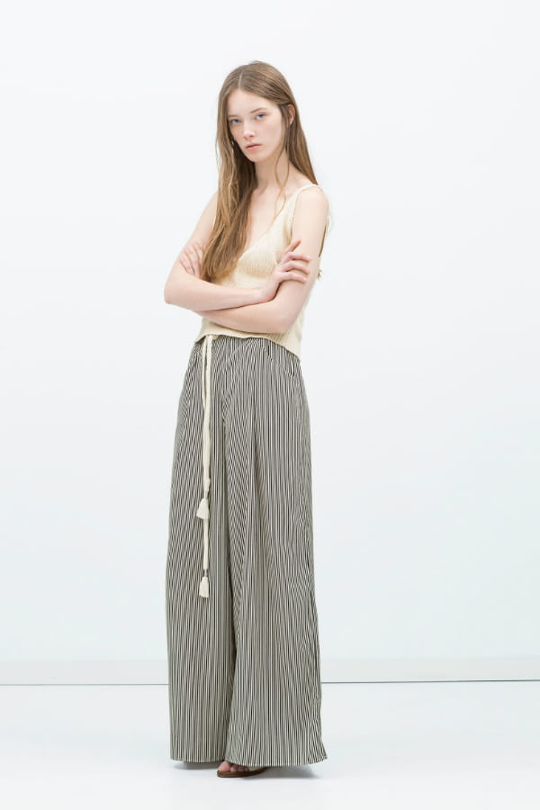 pantalon large de zara 60 pantalons qui font le printemps journal des femmes. Black Bedroom Furniture Sets. Home Design Ideas