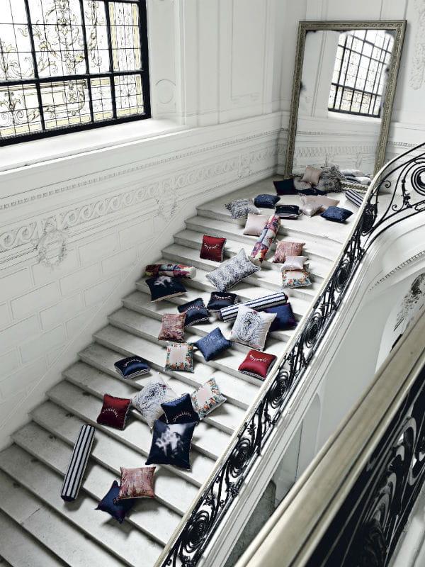 Coussins jean paul gaultier pour roche bobois - Roche bobois jean paul gaultier ...
