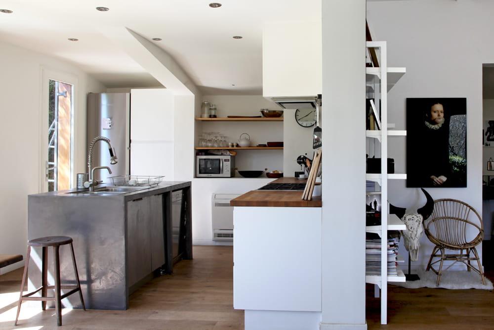 une cuisine remodel e parenth se styl e dans une maison de famille journal des femmes. Black Bedroom Furniture Sets. Home Design Ideas