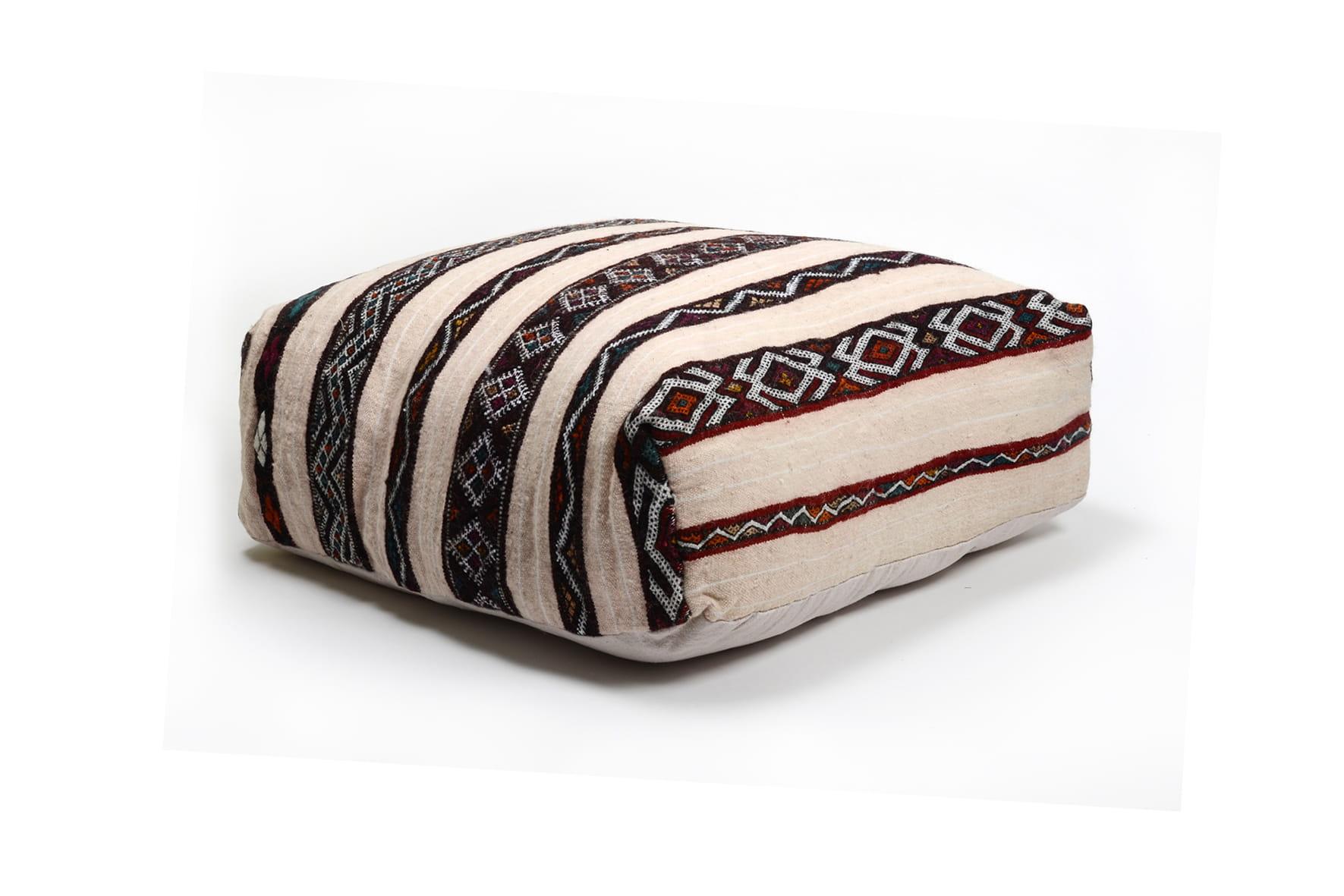 pouf marocain chez cabane indigo d co ethnique chic. Black Bedroom Furniture Sets. Home Design Ideas