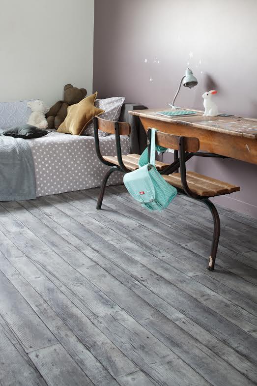 sol en vinyle fabrik grey gerflor le parquet fait illusion en vinyle et stratifi journal. Black Bedroom Furniture Sets. Home Design Ideas