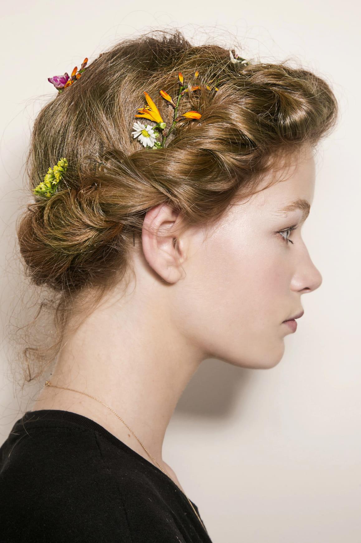 Couronne tress e 20 coiffures romantiques pour embrasser la saison journal des femmes - Coiffure couronne tressee ...