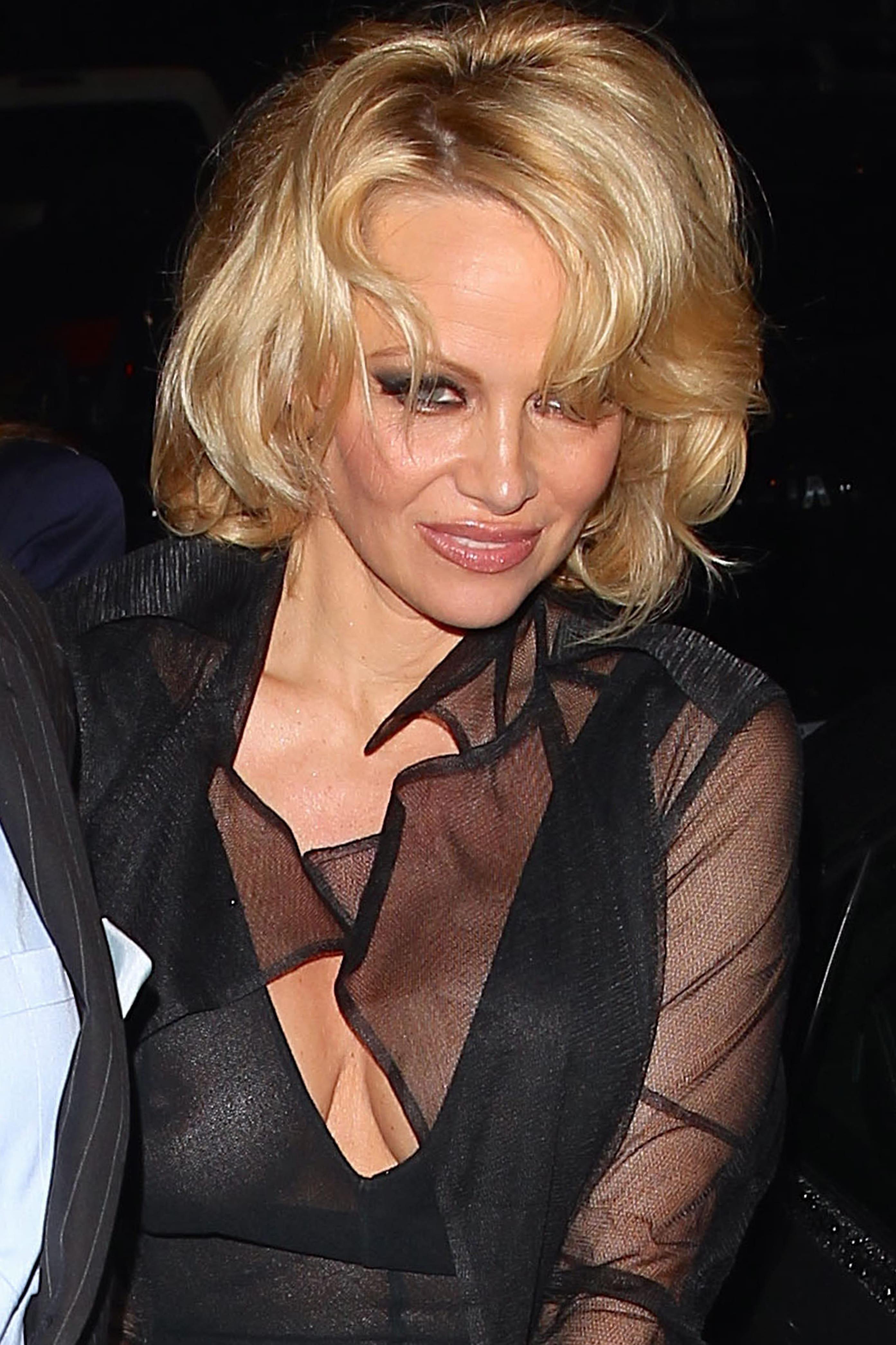 Gros Seins et Pamela Anderson sexe sur le bateau libre de