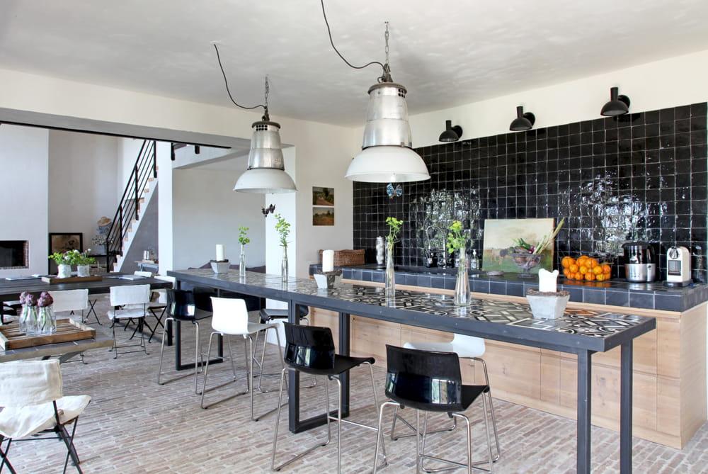 volumes en enfilade derri re les pierres une maison moderne et styl e journal des femmes. Black Bedroom Furniture Sets. Home Design Ideas