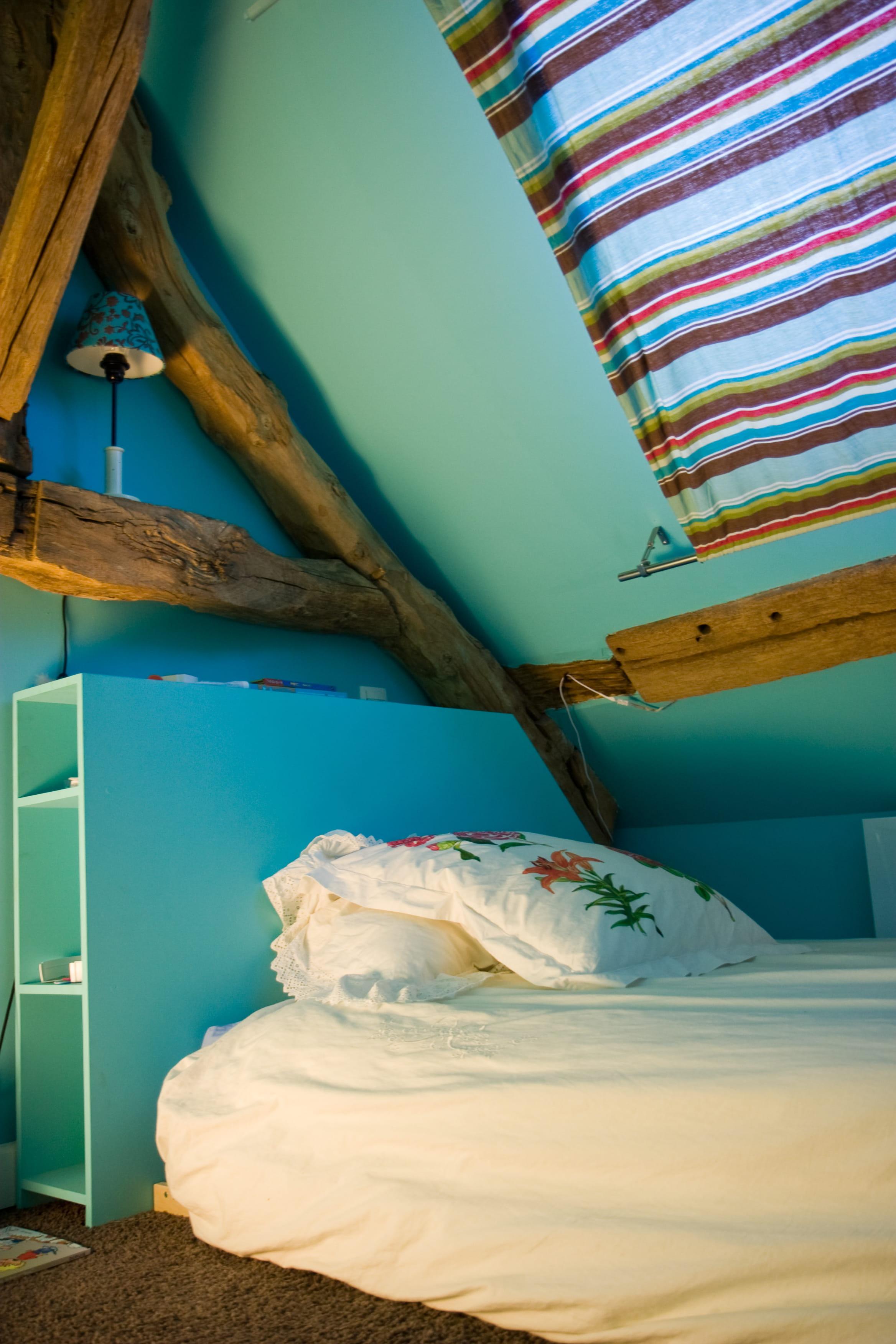 des couleurs sous les combles chambre d 39 ado comment la. Black Bedroom Furniture Sets. Home Design Ideas