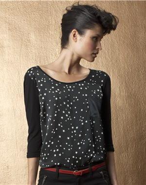 http://www.journaldesfemmes.com/mode/chemise-femme/petits-hauts-au-top-pour-l-automne/image/tee-shirt-etoiles-redoute-1010453.jpg