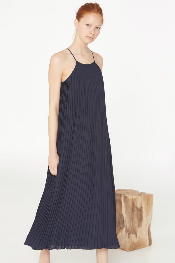 robe longue bleu marine de mango premium robes longues pour effet maxi journal des femmes. Black Bedroom Furniture Sets. Home Design Ideas