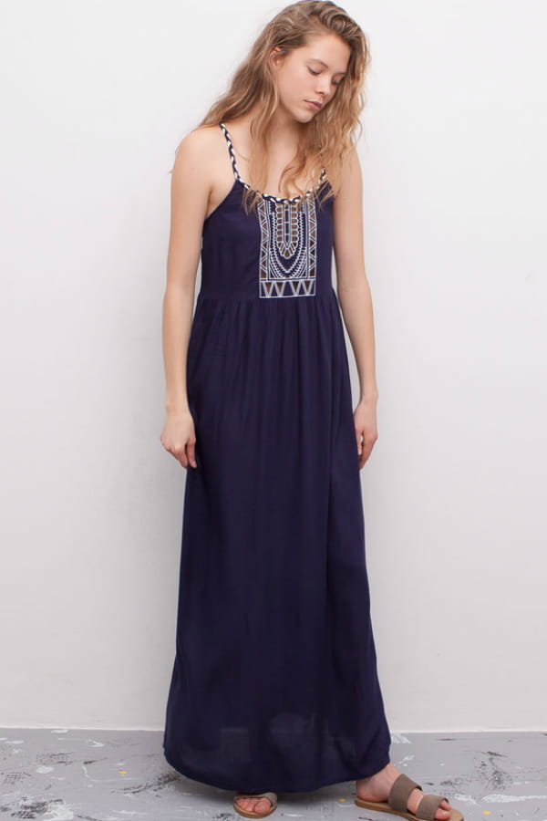 robe longue bleu marine de pull bear robes longues pour effet maxi journal des femmes. Black Bedroom Furniture Sets. Home Design Ideas