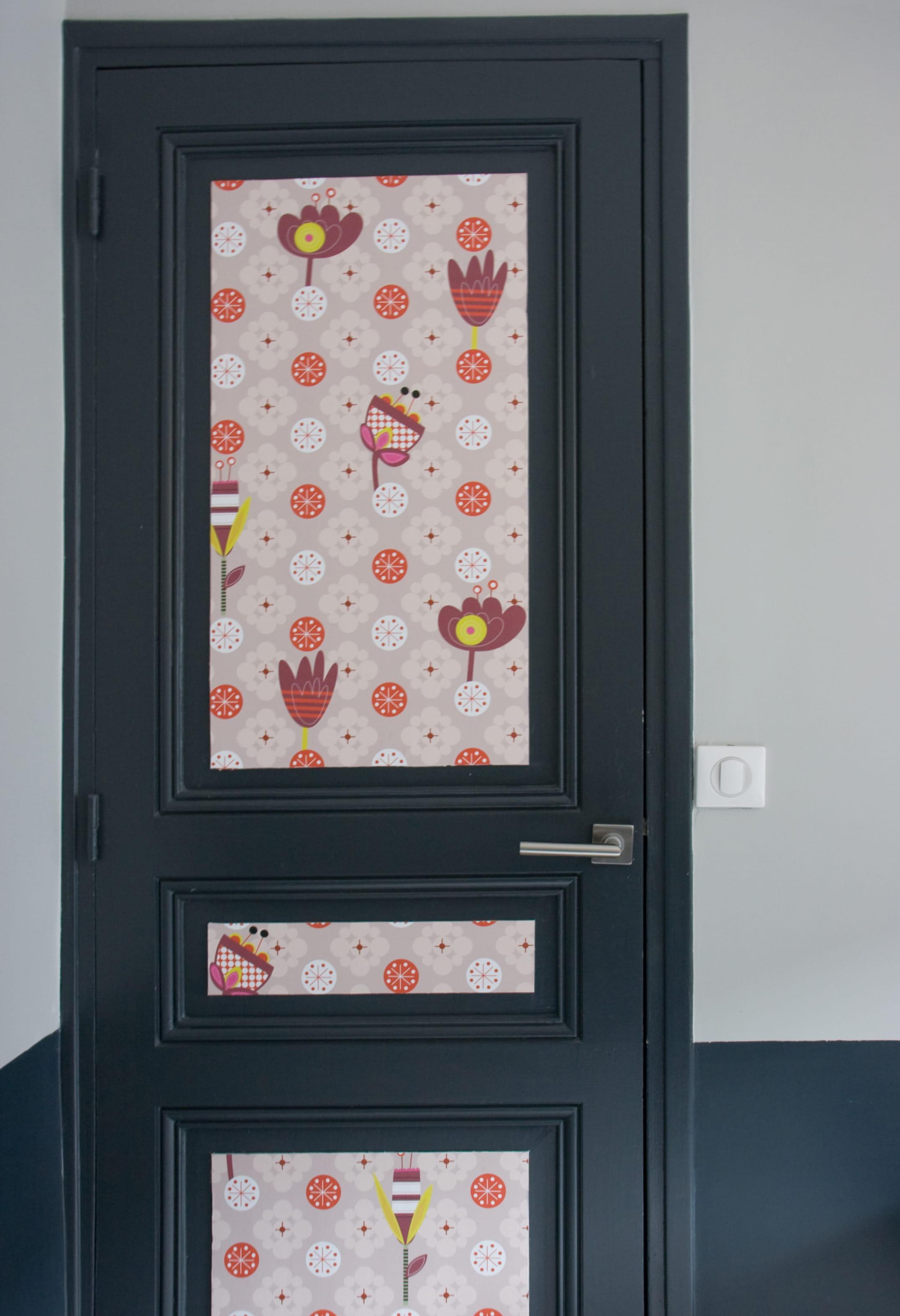 Donner du relief une porte un l de papier peint c - Tapisserie pour porte ...