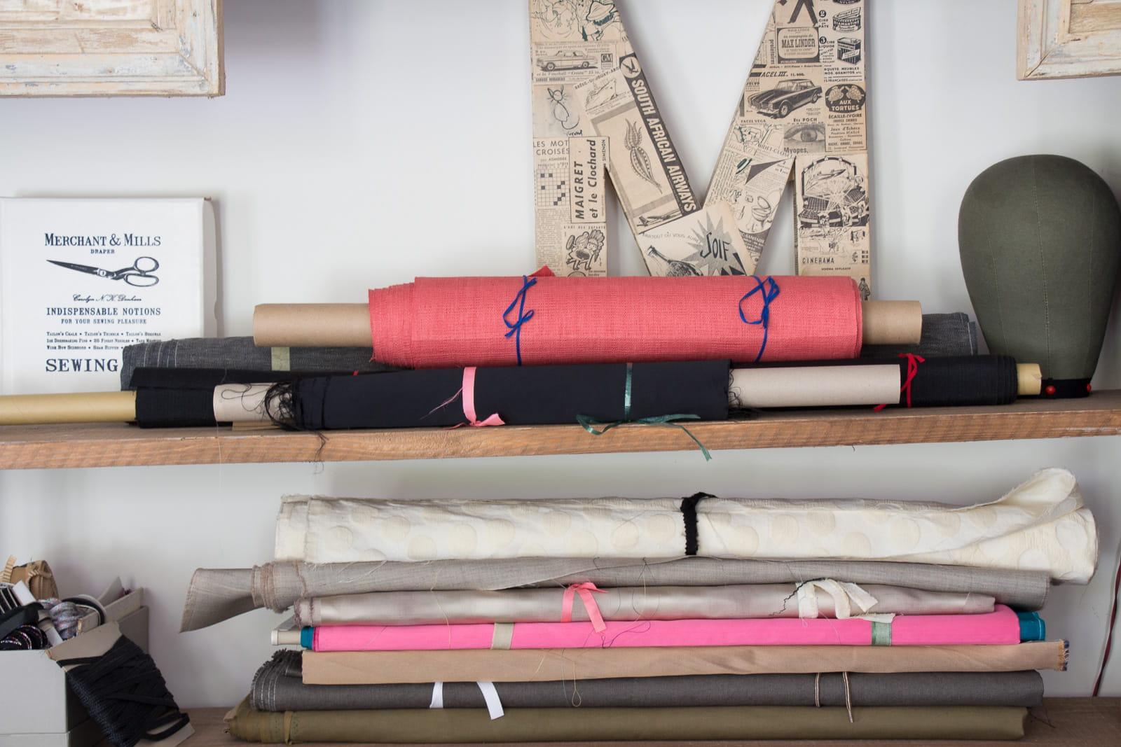 chutes de tissus rares et pr cieux. Black Bedroom Furniture Sets. Home Design Ideas