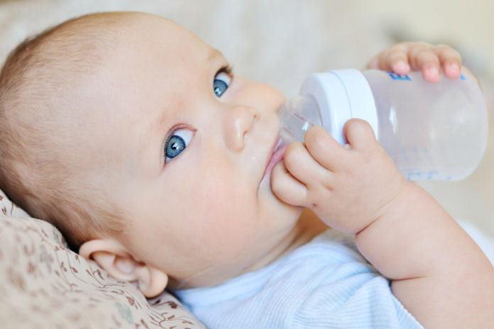 Comment prot ger les b b s de la chaleur journal des femmes - Symptome coup de chaleur bebe ...