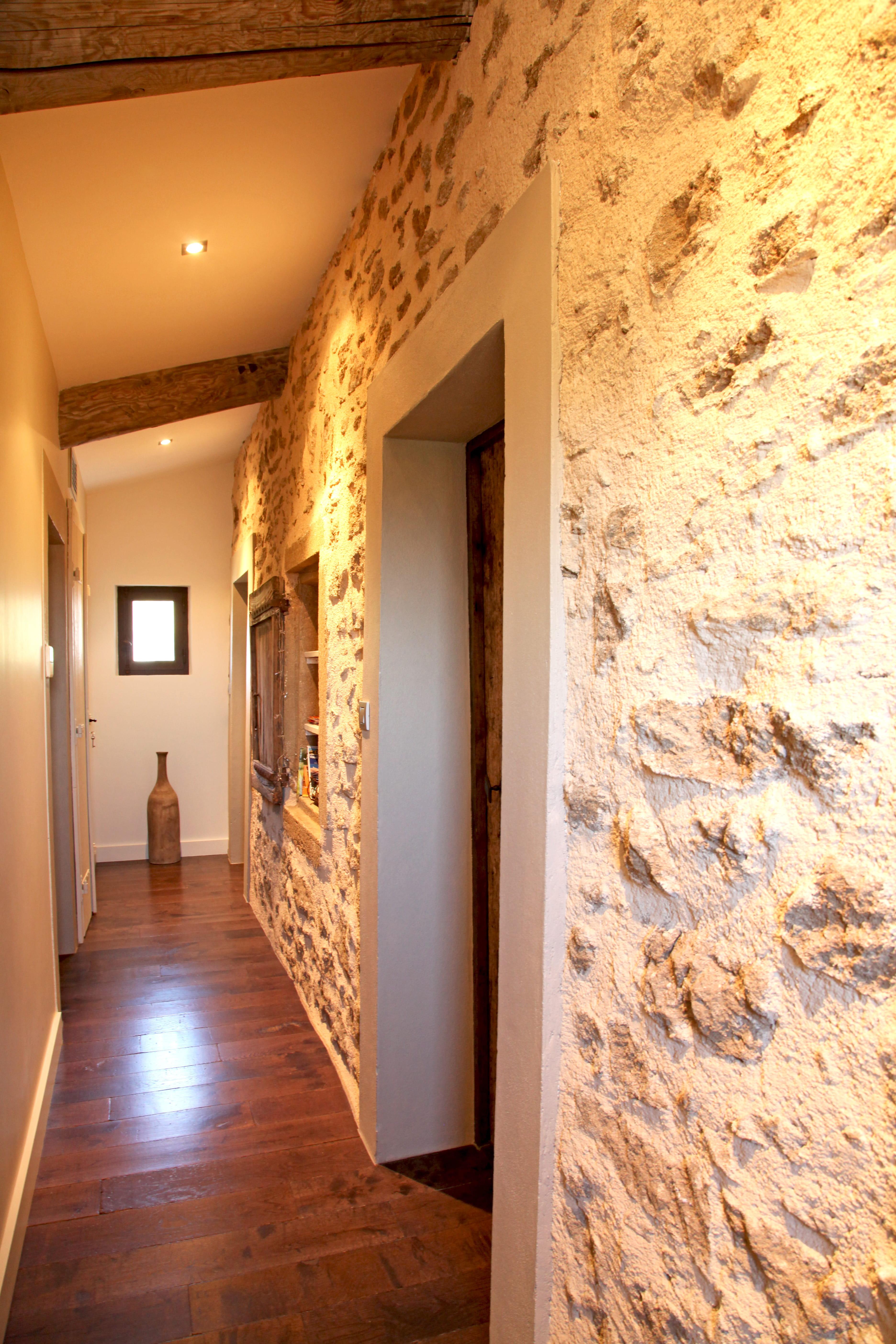 Agencer un couloir chaleureux couloir les bonnes id es for Decorer une entree couloir