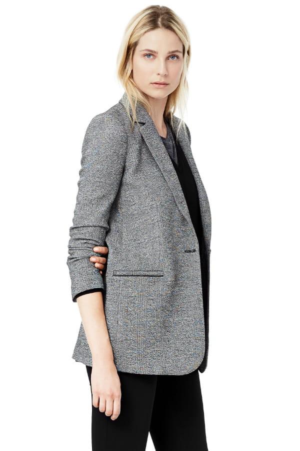 veste grise de mango on se prend une veste blazer journal des femmes. Black Bedroom Furniture Sets. Home Design Ideas
