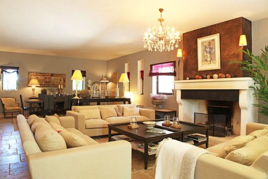 d co cosy au chaud devant la chemin e journal des femmes. Black Bedroom Furniture Sets. Home Design Ideas