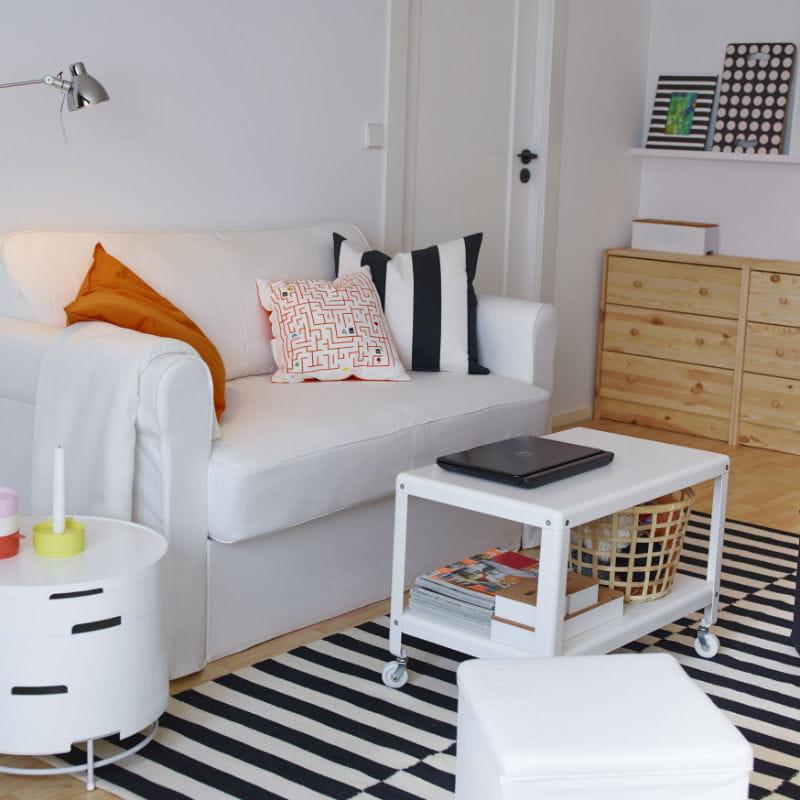 la table basse d 39 ikea meubles a marche comme sur des roulettes journal des femmes. Black Bedroom Furniture Sets. Home Design Ideas