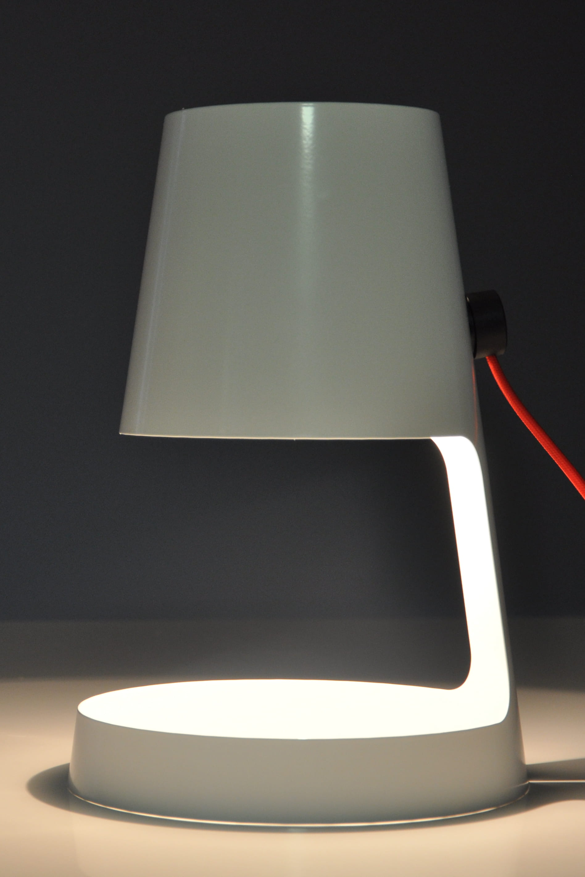 lampe i cone chez leroy merlin petit prix pour d co. Black Bedroom Furniture Sets. Home Design Ideas