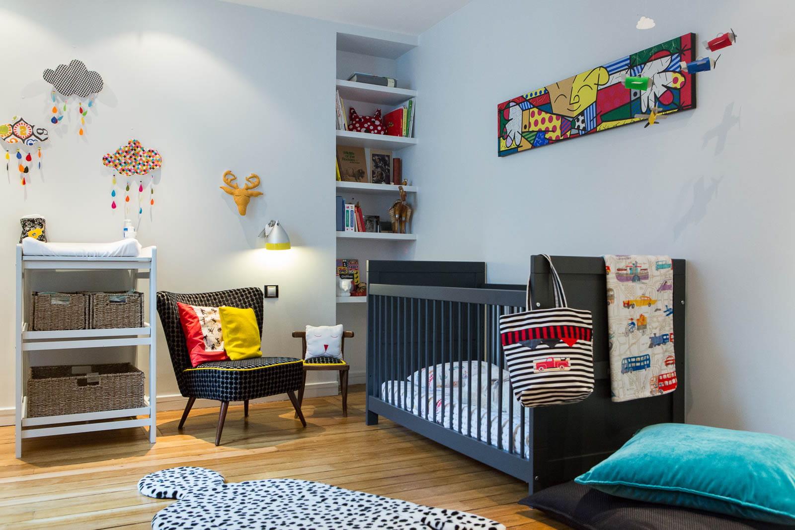 Une chambre d 39 enfant color e d co en contrastes dans un appartement parisien journal des femmes - Chambre coloree ...