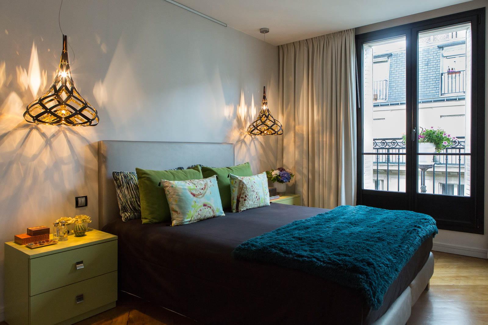 D co en contrastes dans un appartement parisien journal des femmes - Interieur appartement parisien ...