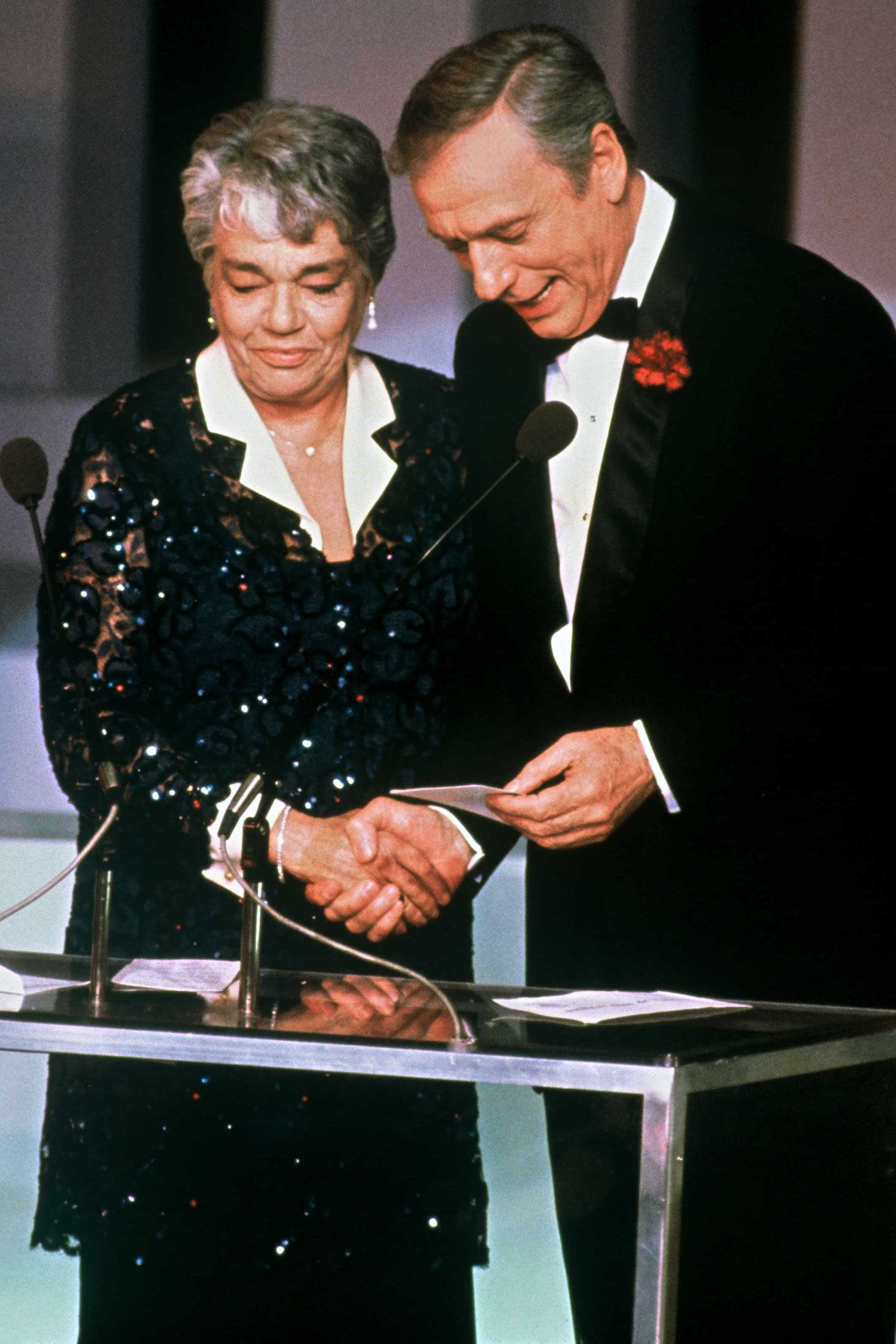 Avec yves montand aux c sar 1985 simone signoret for Le jardin yves montand