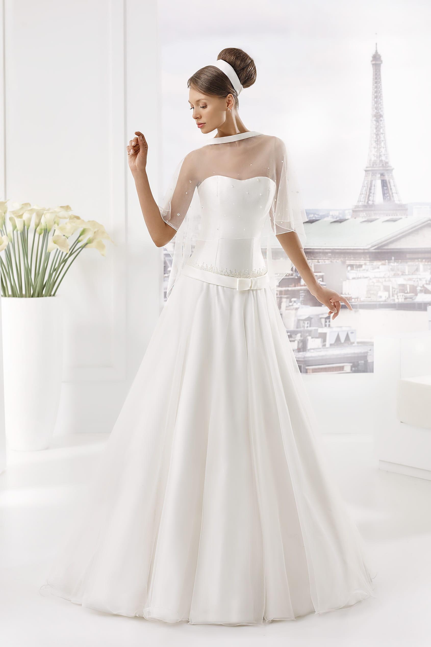mod le monnin pronuptia les plus belles robes de mari e. Black Bedroom Furniture Sets. Home Design Ideas
