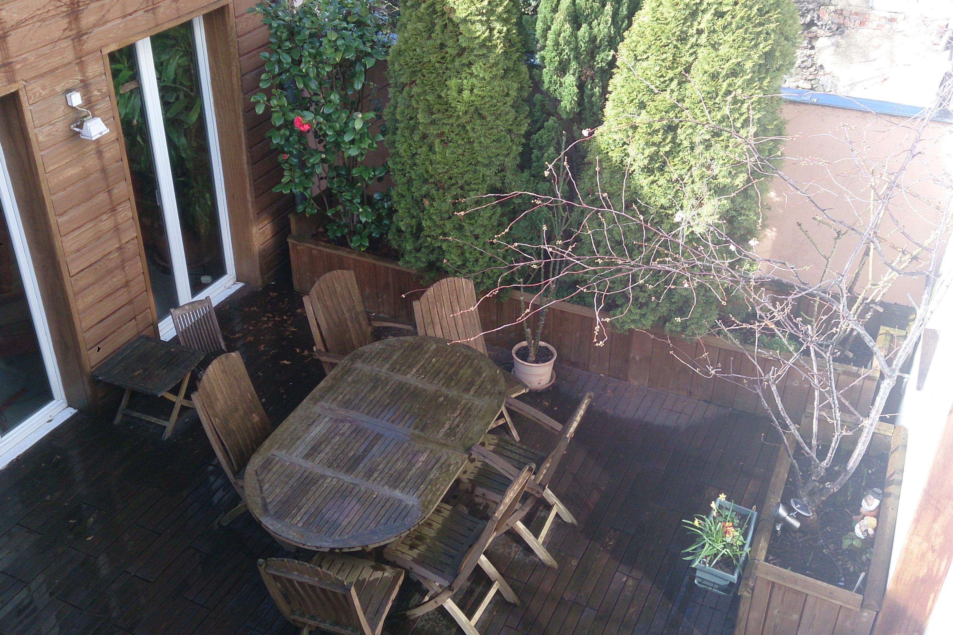 bois  Avantaprès  une terrasse transformée en jardin japonais