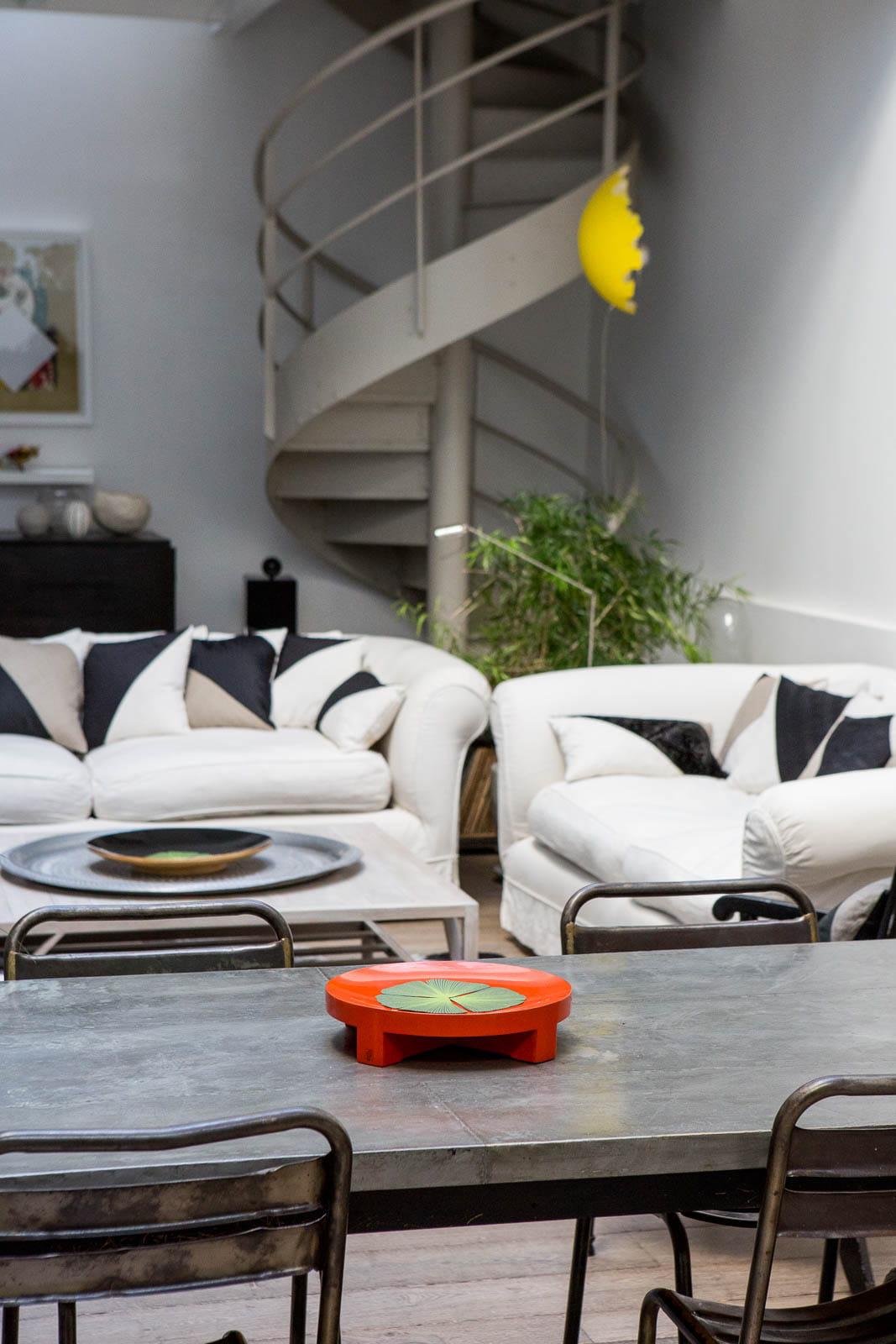 escalier vis un appart 39 en souplex baign de lumi re journal des femmes. Black Bedroom Furniture Sets. Home Design Ideas