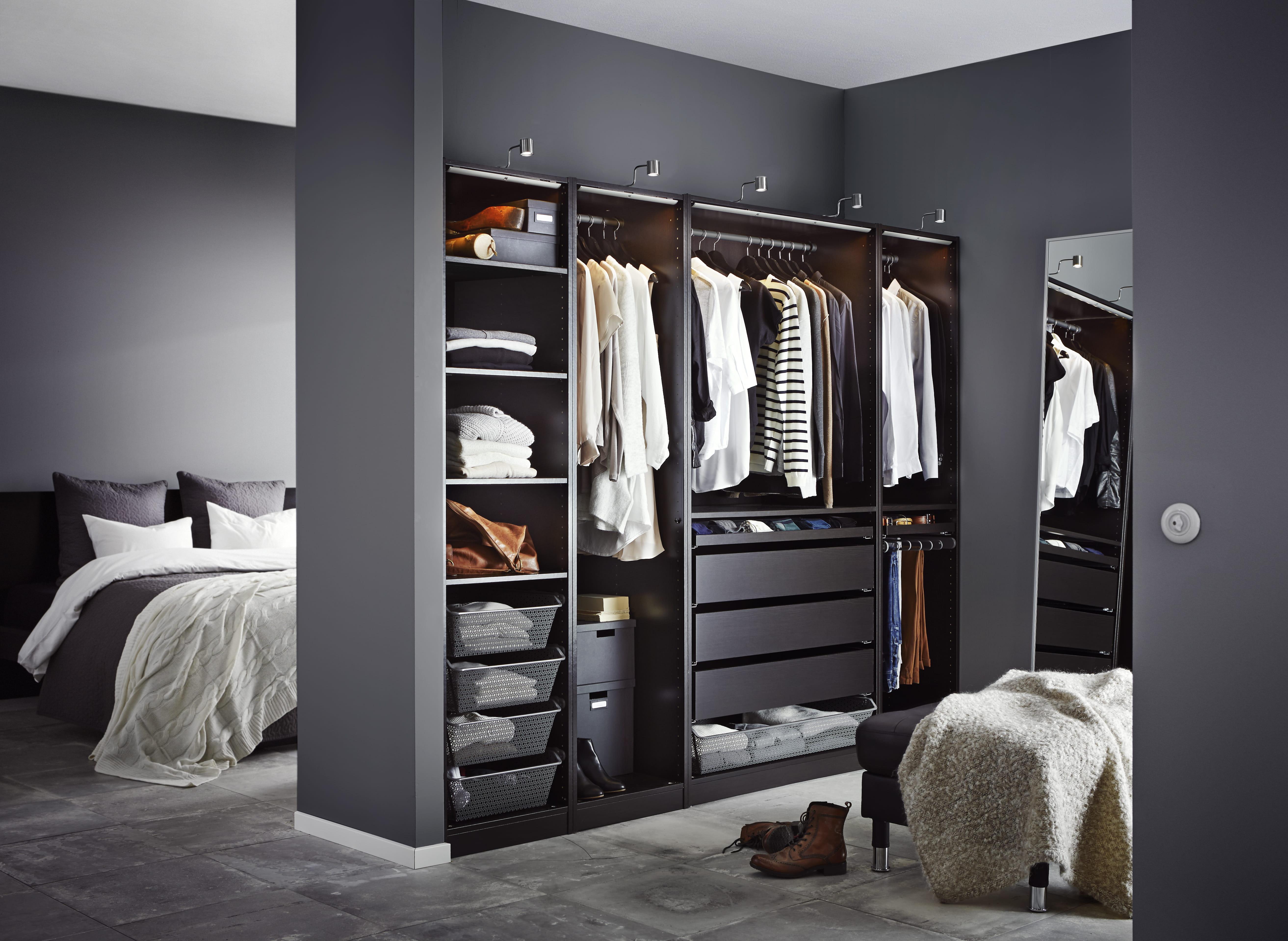 Modele Chambre Ikea : Black and White Closet Organization