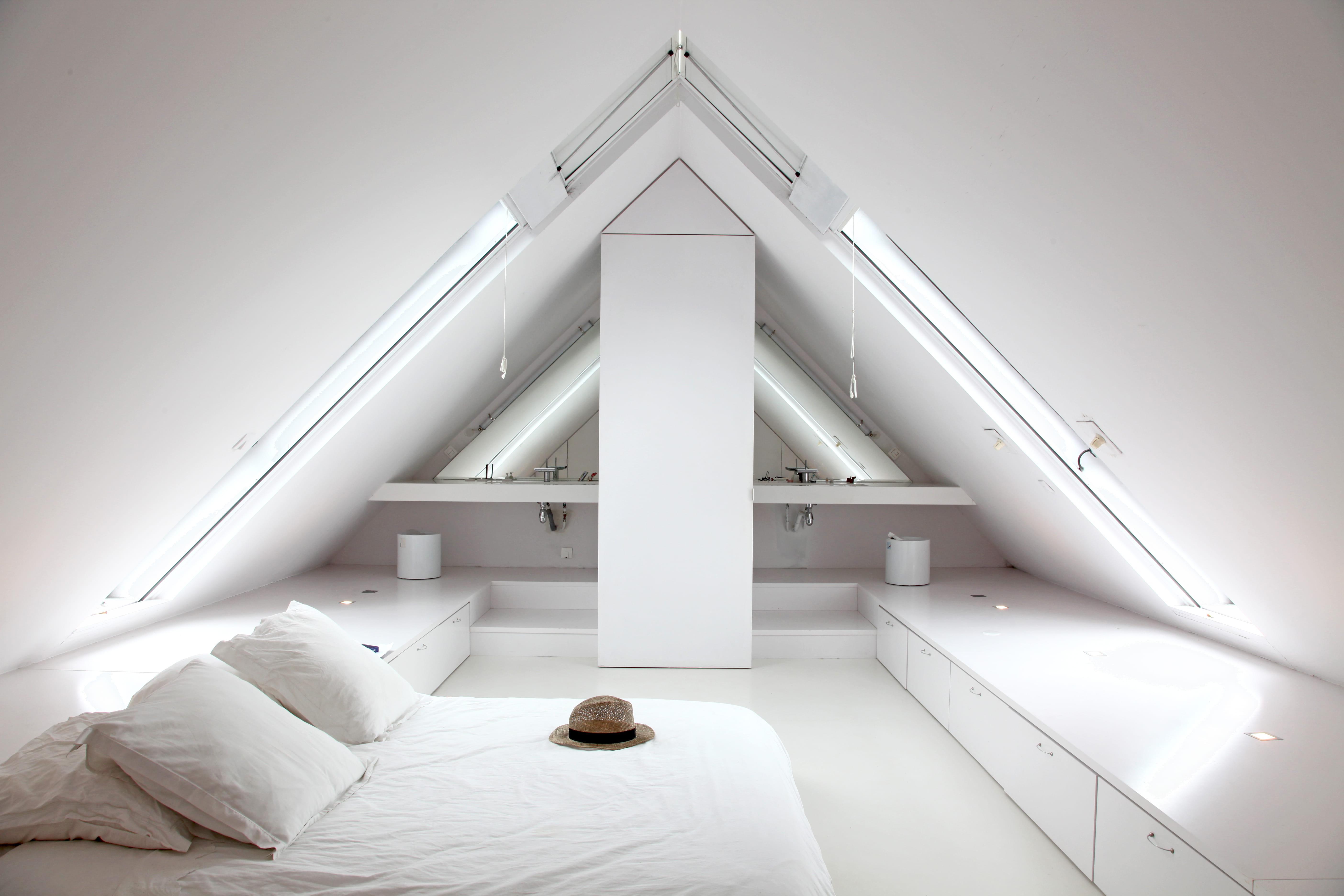 Suite parentale avec salle de bain et - Douche italienne sous pente de toit ...
