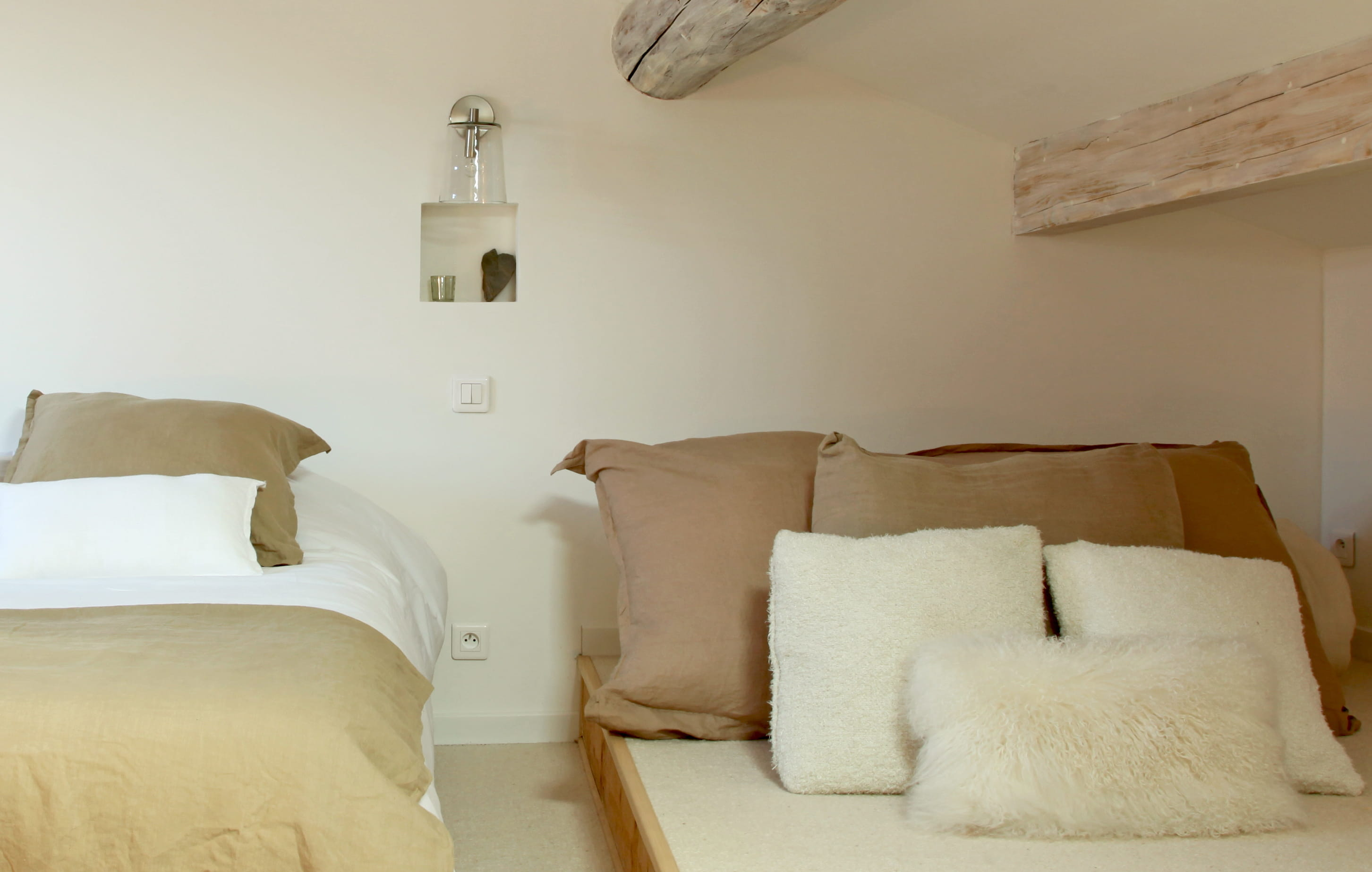 lit dans le mur lit dans le mur 29 frais galerie de lit suspendu au mur le gain de place. Black Bedroom Furniture Sets. Home Design Ideas