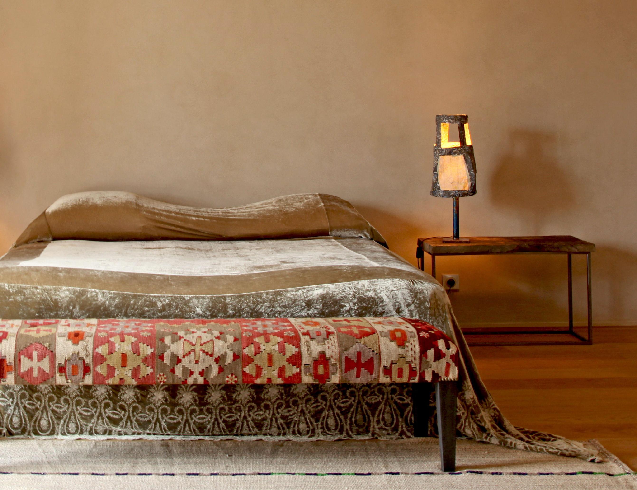Table de nuit authentique en bois et m tal tables de - Lit et table de chevet ...