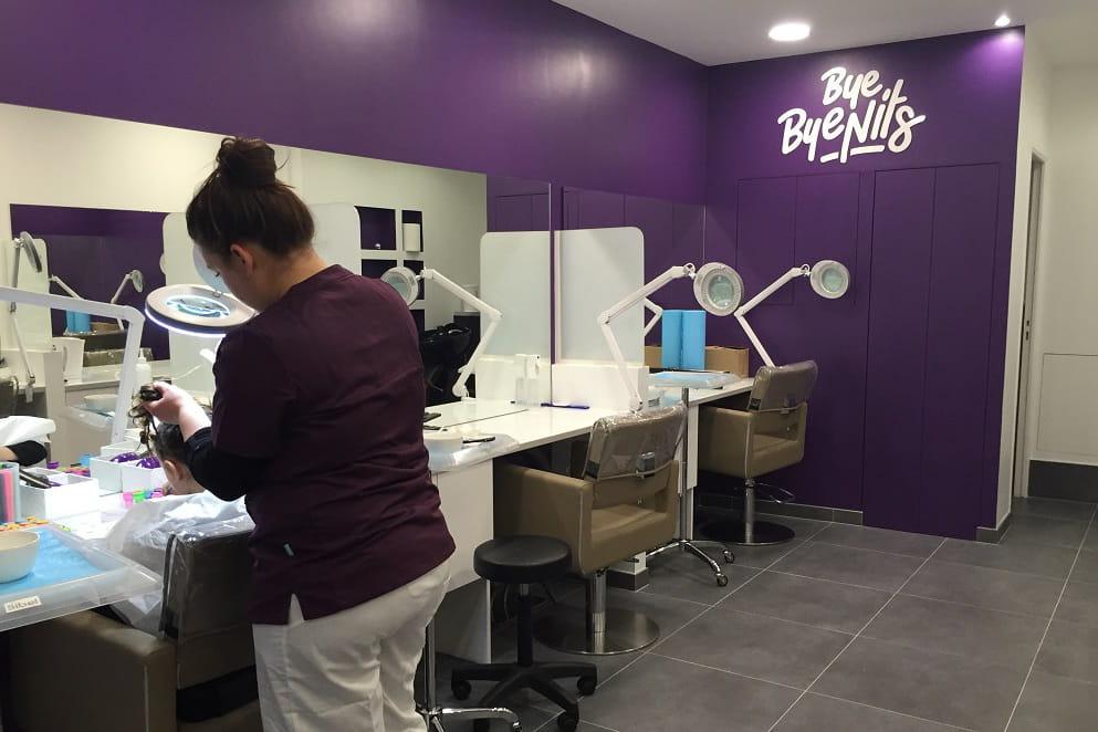 A bout des poux des pros prennent le relais journal for Salon de coiffure anti poux