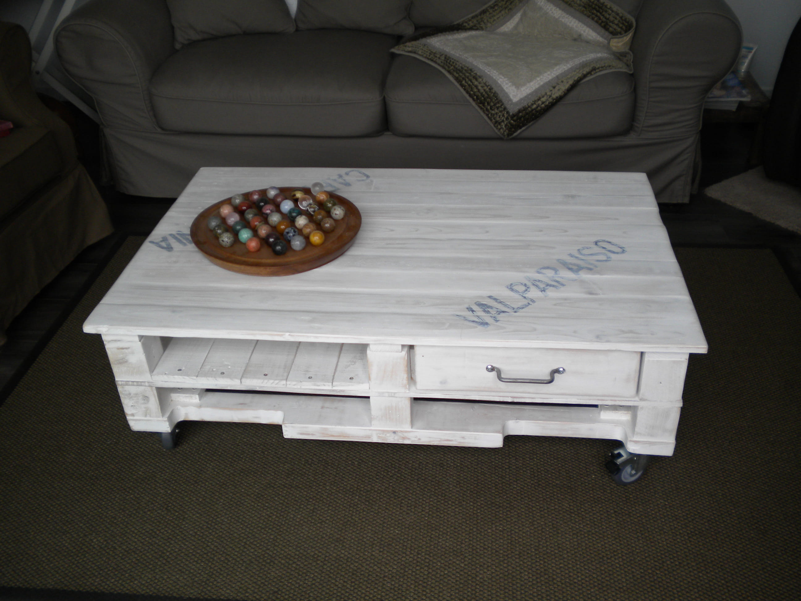 Table basse roulettes en palette - Table basse en palette de bois ...