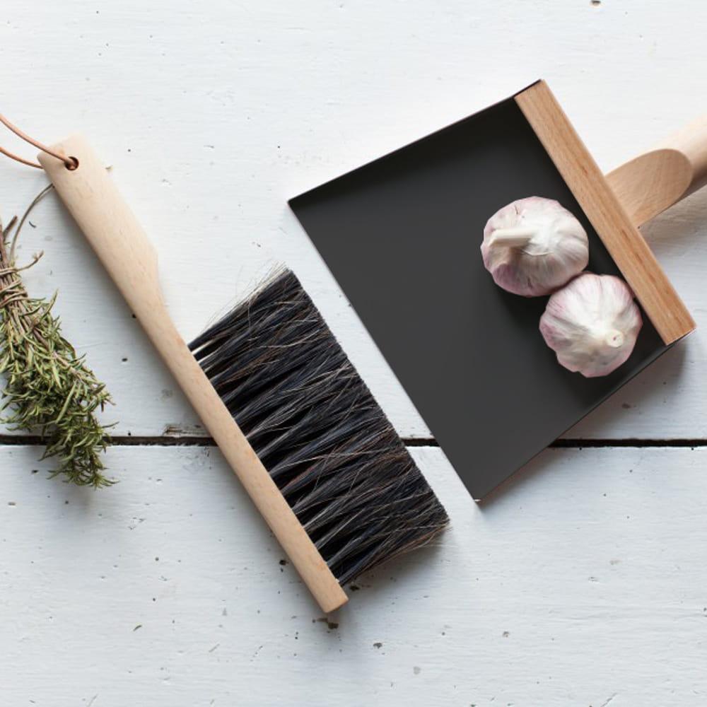 set pelle et balayette andr e jardin chez la corbeille des cadeaux de no l d co moins de 50. Black Bedroom Furniture Sets. Home Design Ideas