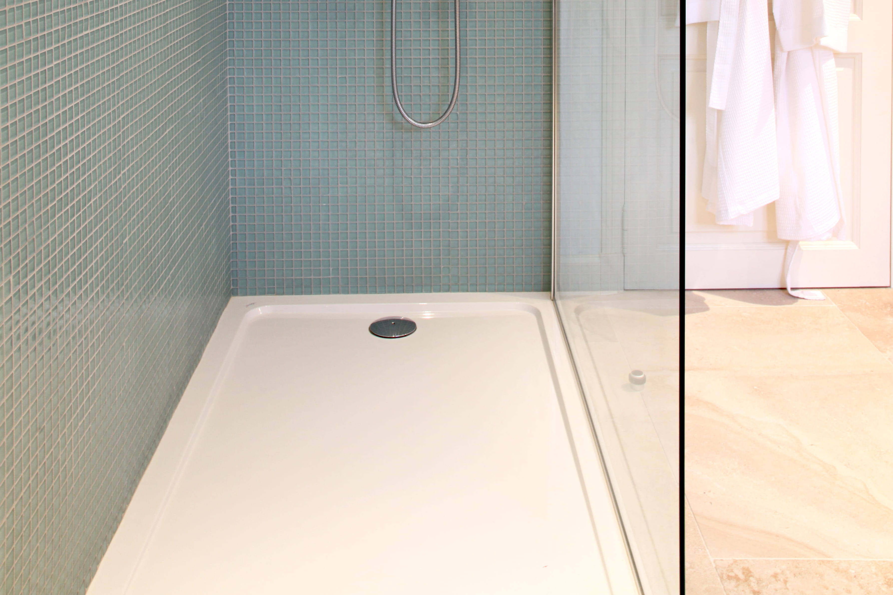 Receveur de douche comment le poser journal des femmes - Cabine de douche a l italienne ...