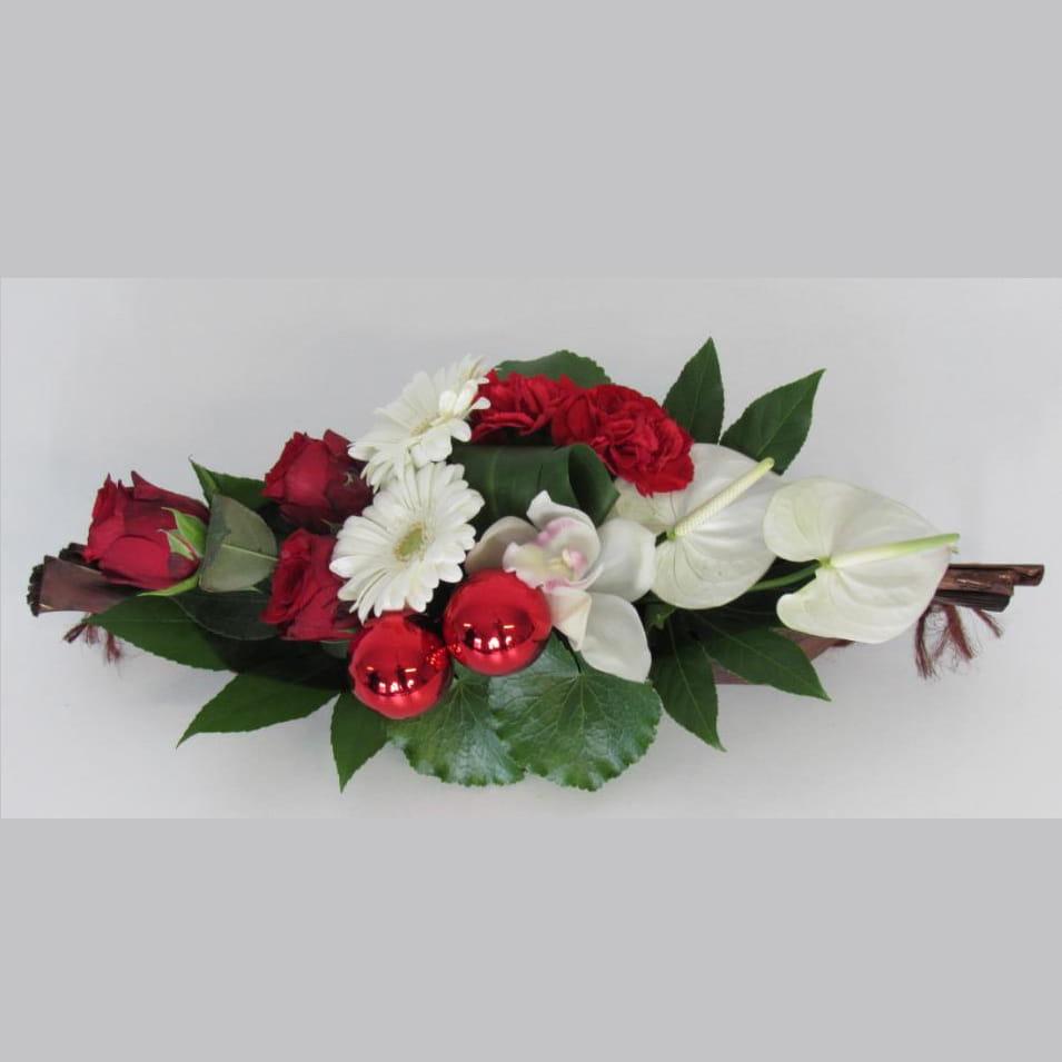 r aliser un centre de table fleuri aux couleurs de no l. Black Bedroom Furniture Sets. Home Design Ideas