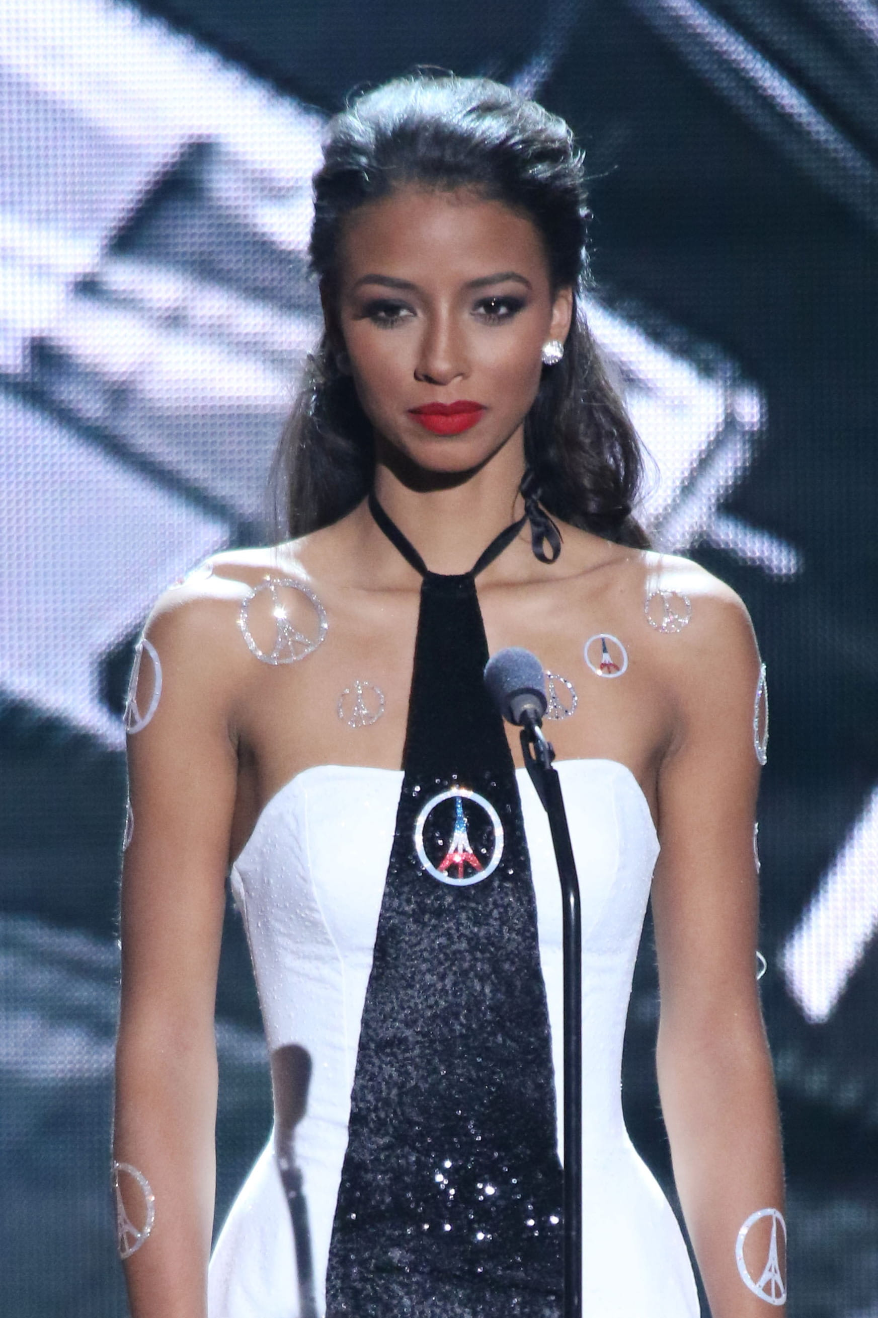 miss univers 2015 flora coquerel dans le top 5 quoi de neuf chez les stars journal des. Black Bedroom Furniture Sets. Home Design Ideas