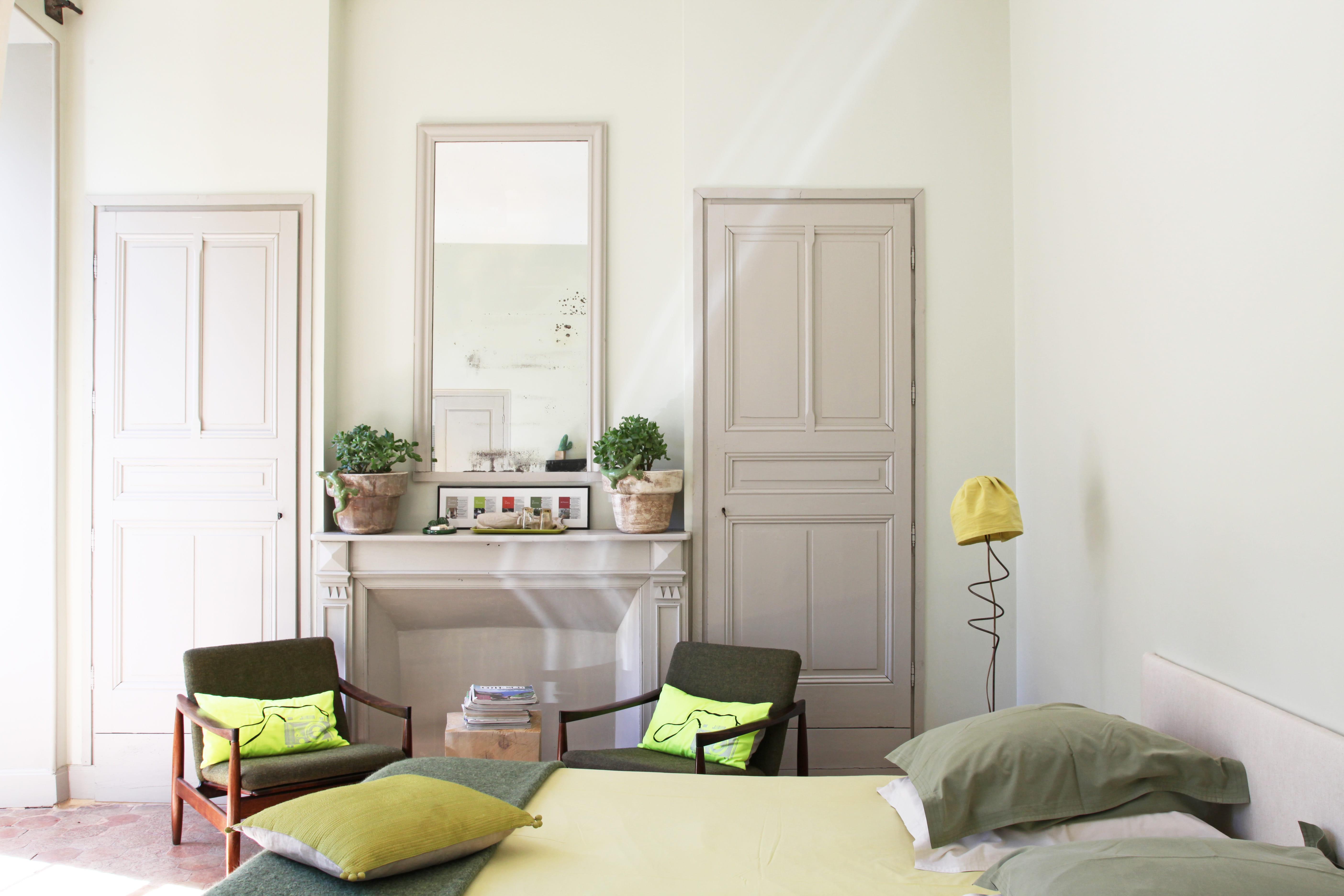 une chambre bicolore - Chambre Beige Fonce