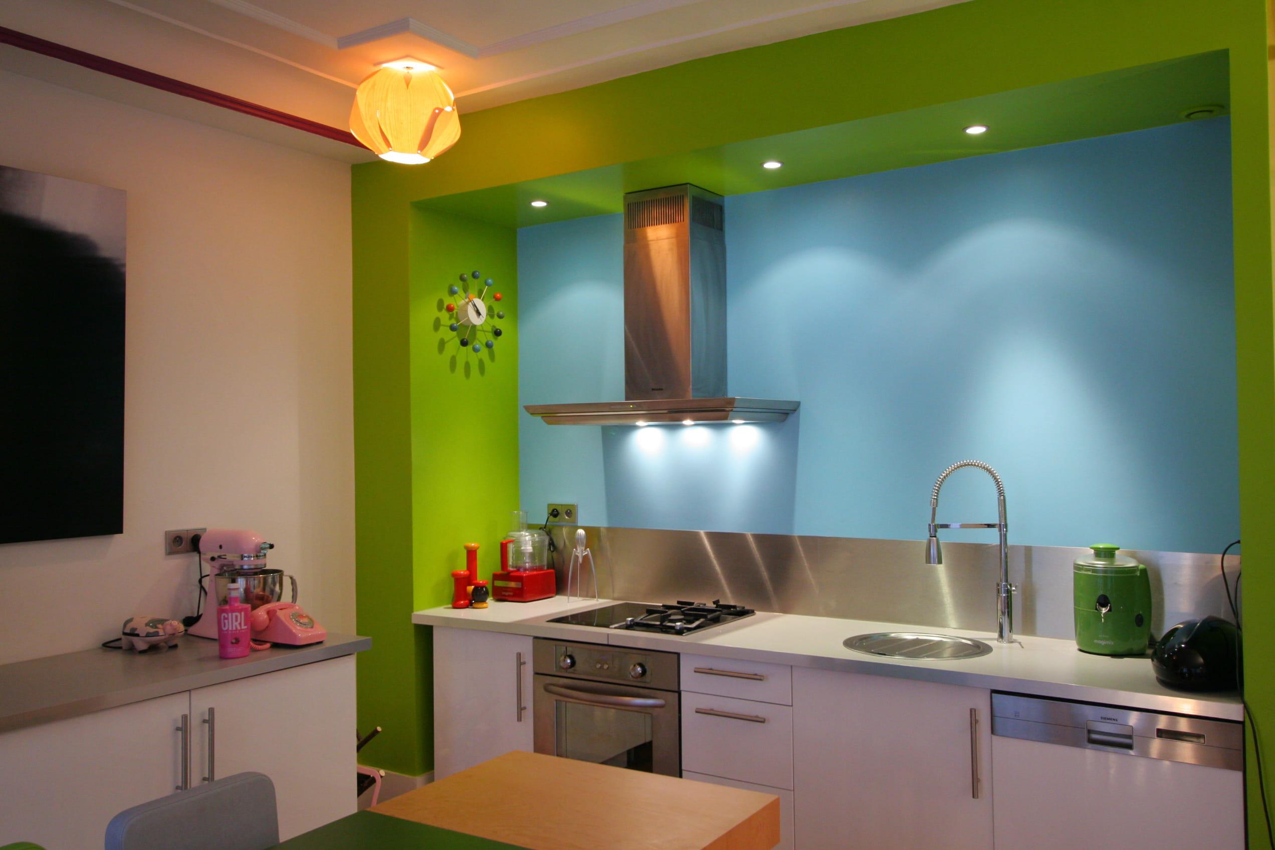 Une cuisine familiale cuisine bleue et si on d corait for Cuisine familiale
