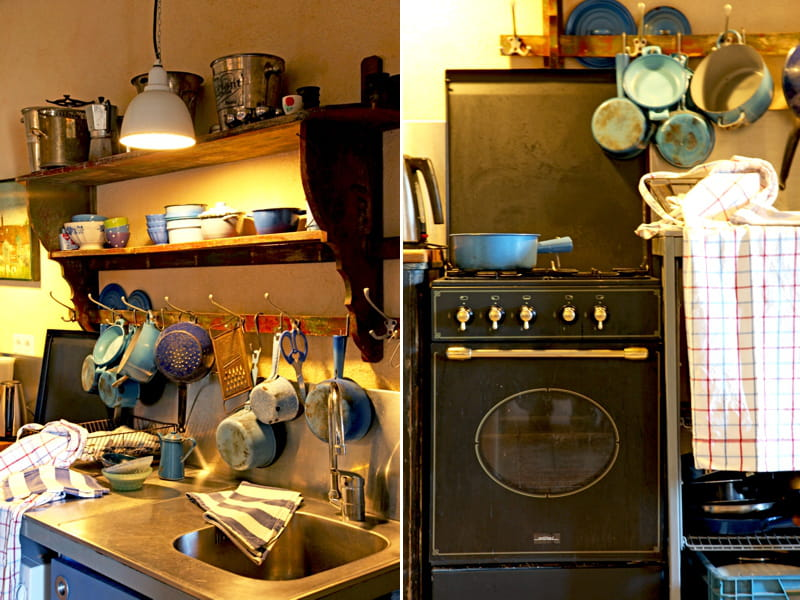 une cuisine campagne de style brocante sous le charme des cuisines campagne chic journal des. Black Bedroom Furniture Sets. Home Design Ideas
