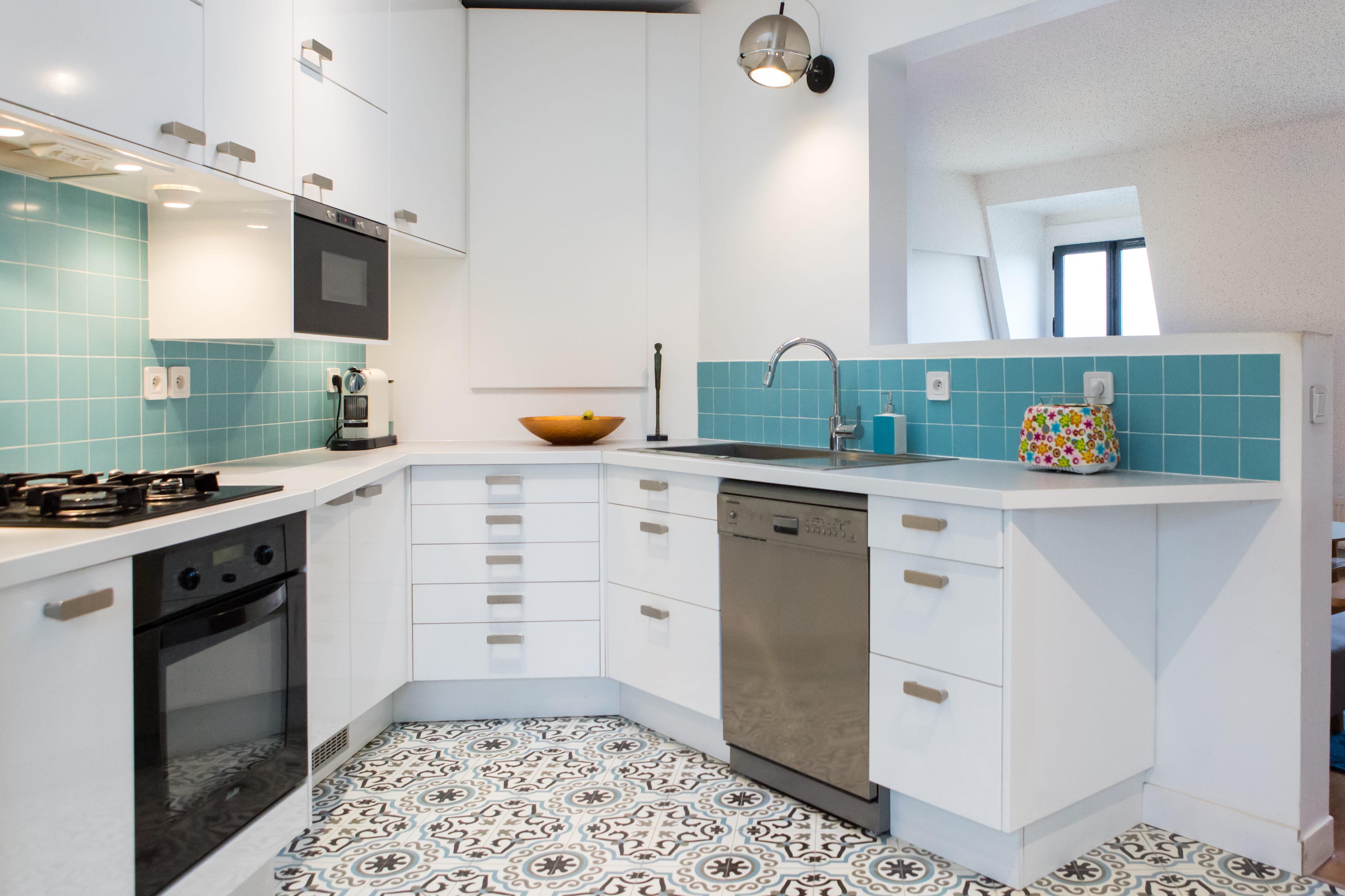 Red corez votre cuisine avec la couleur bleue journal - Cuisine peinte en vert ...