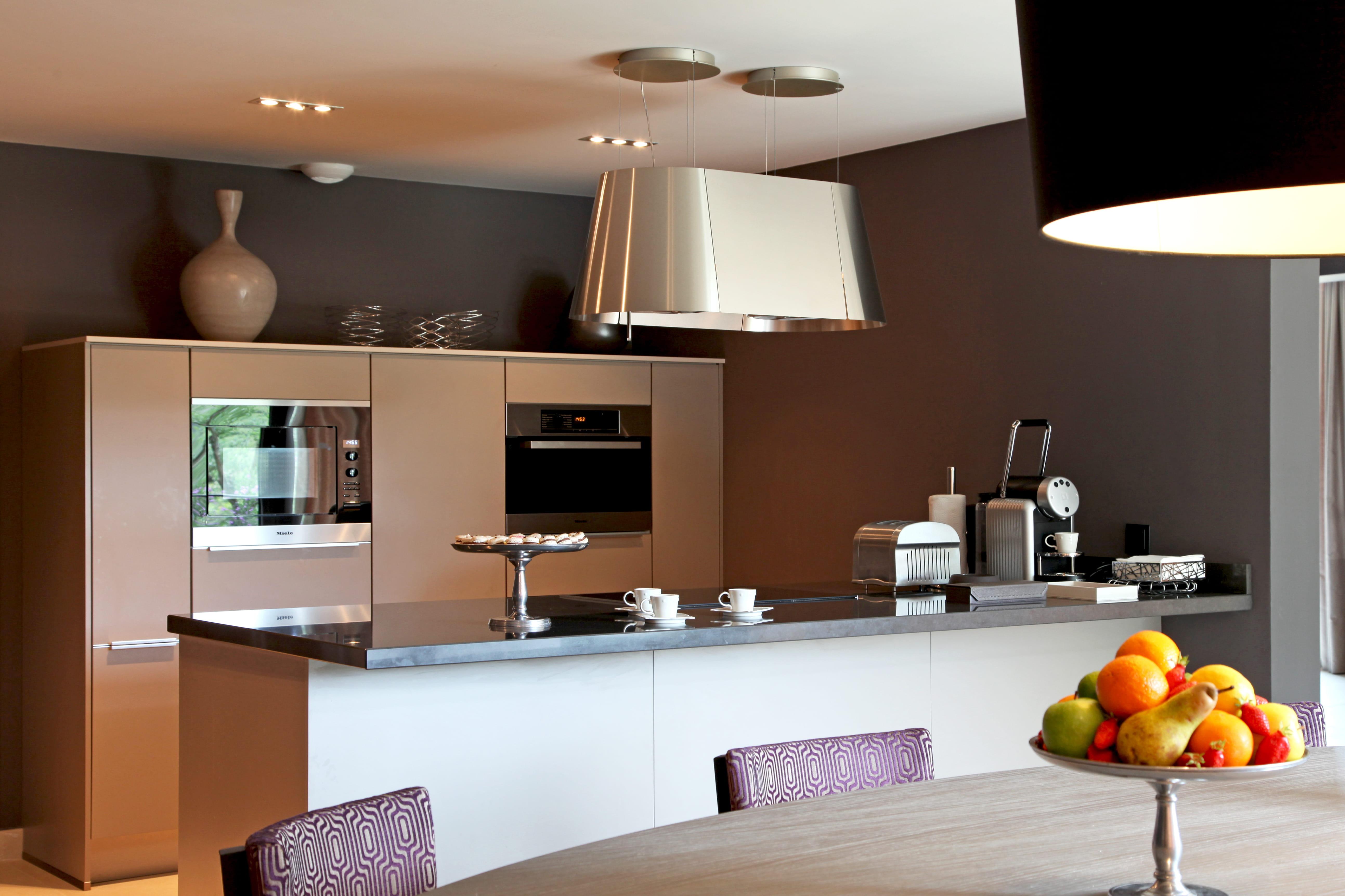 Optez pour lindémodable couleur taupe dans votre cuisine - Journal ...