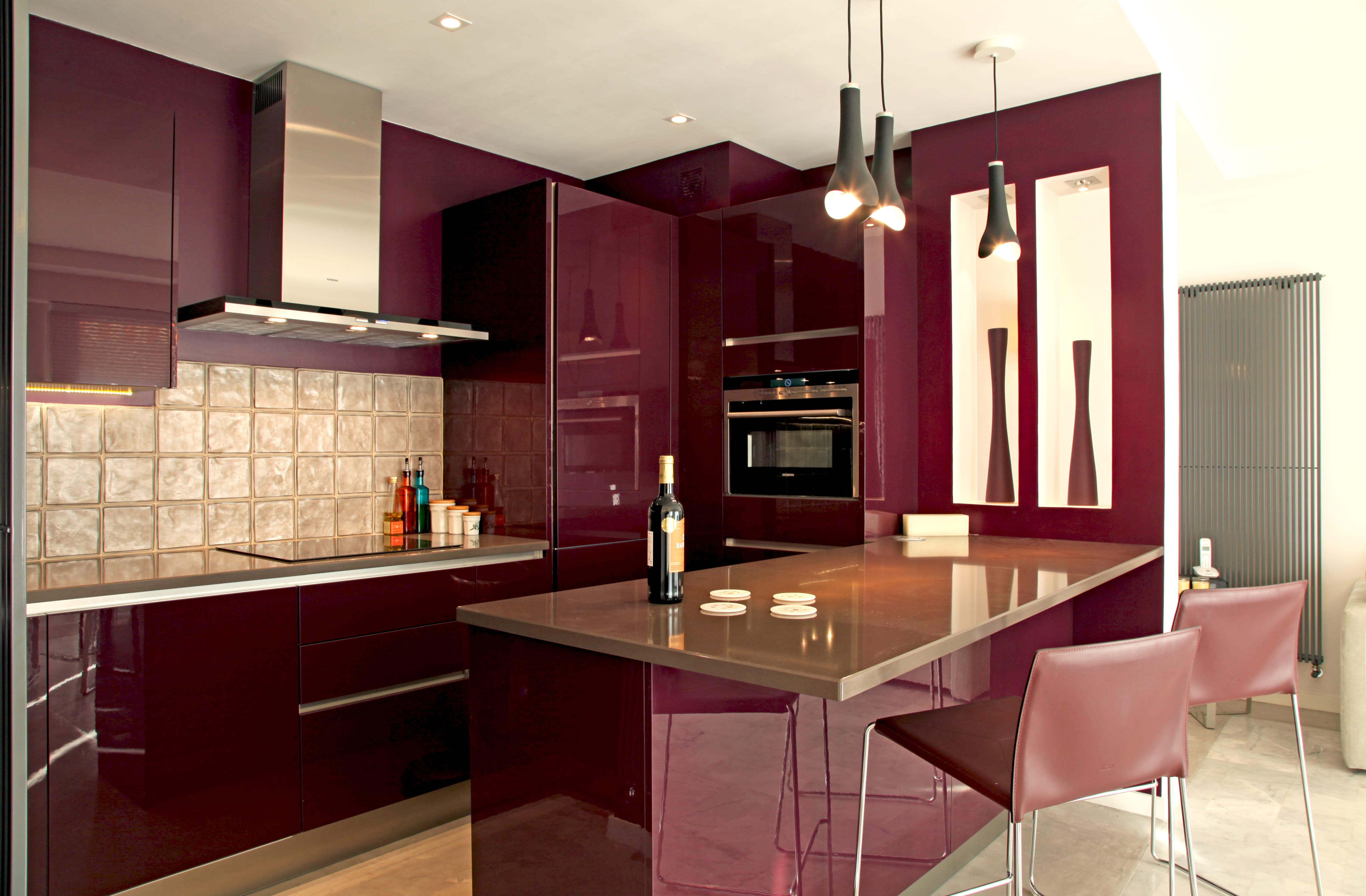 Une cuisine total look une cuisine gourmande avec la couleur violet aubergi - Cuisine couleur violet ...