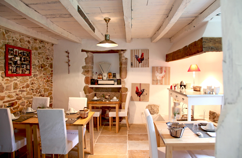 Cuisine blanche mur beige: cuisine idees decoration pour une aux ...