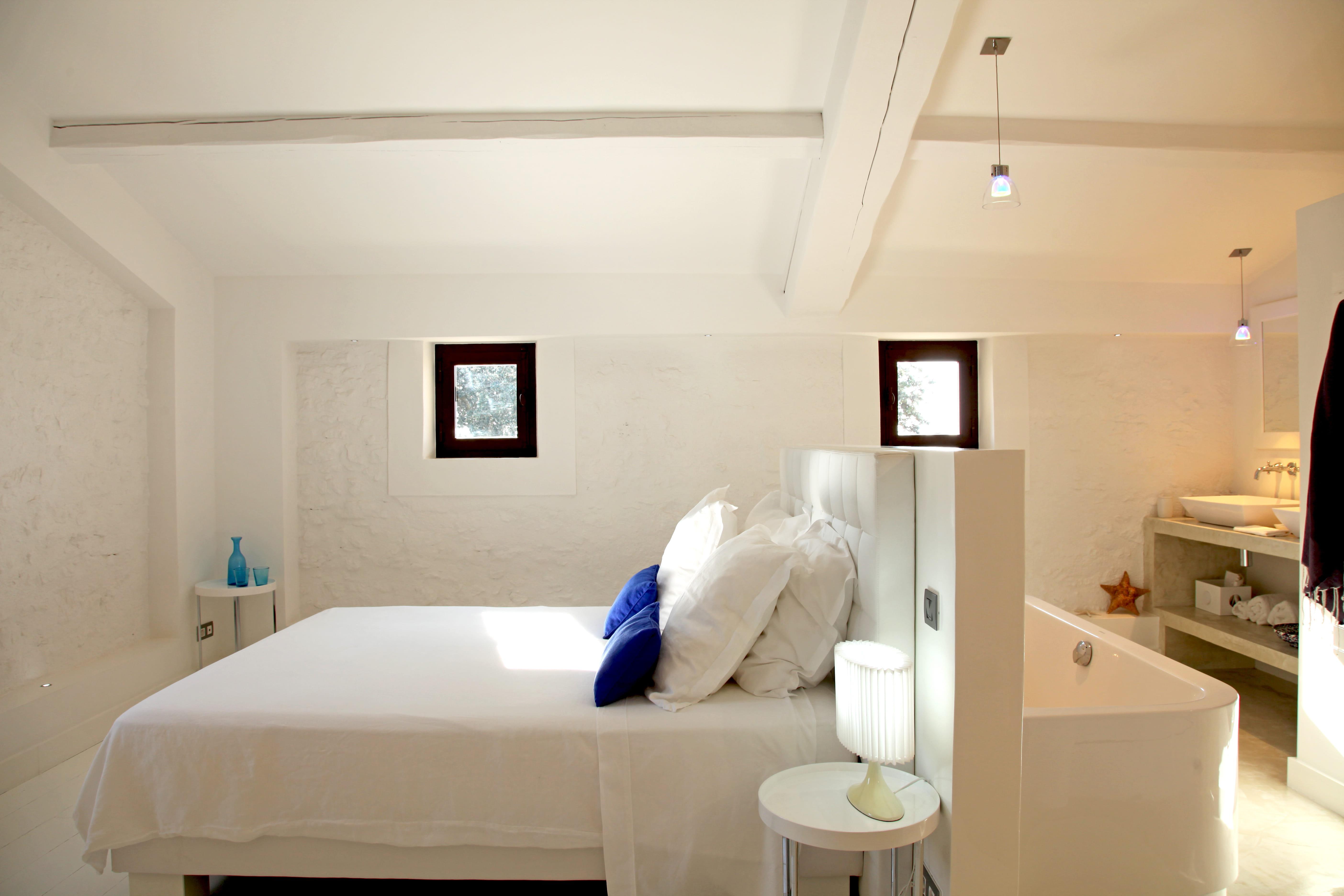 Suite parentale blanche suite parentale 25 am nagements grand confort j - Chambre ouverte sur salle de bain ...
