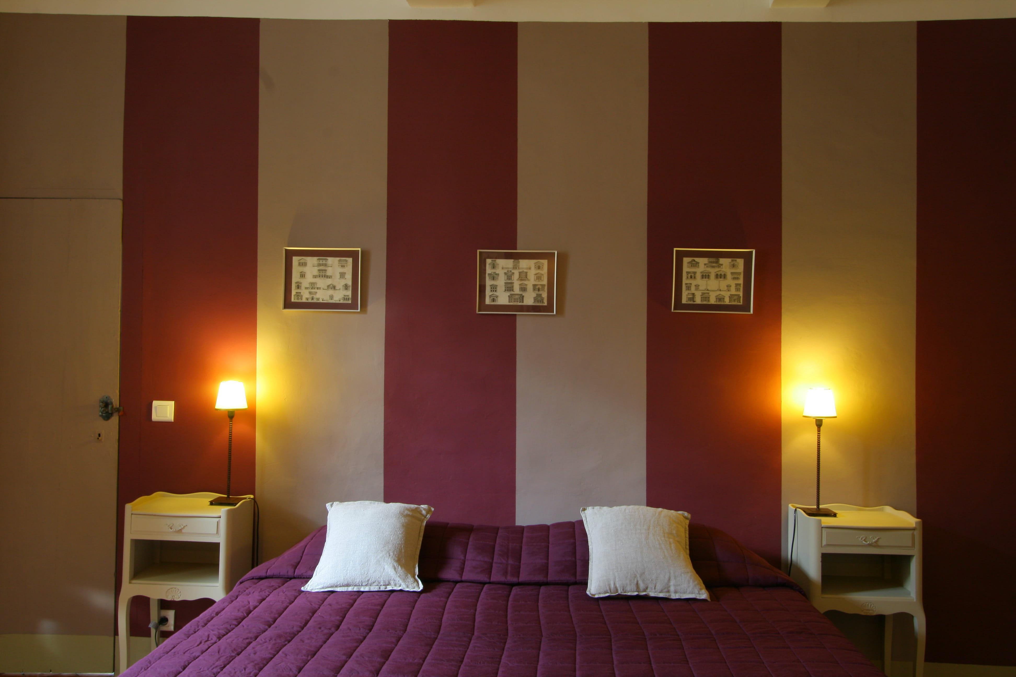 Rayures framboise et cr me murs bicolores 20 id es d 39 associations de - Mur couleur framboise ...